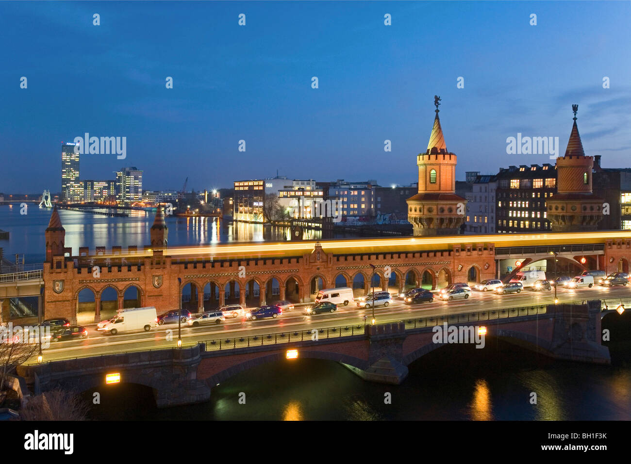 Cars and S-Bahn on the Oberbaum Bridge in the evening, Berlin, Germany, Europe Stock Photo