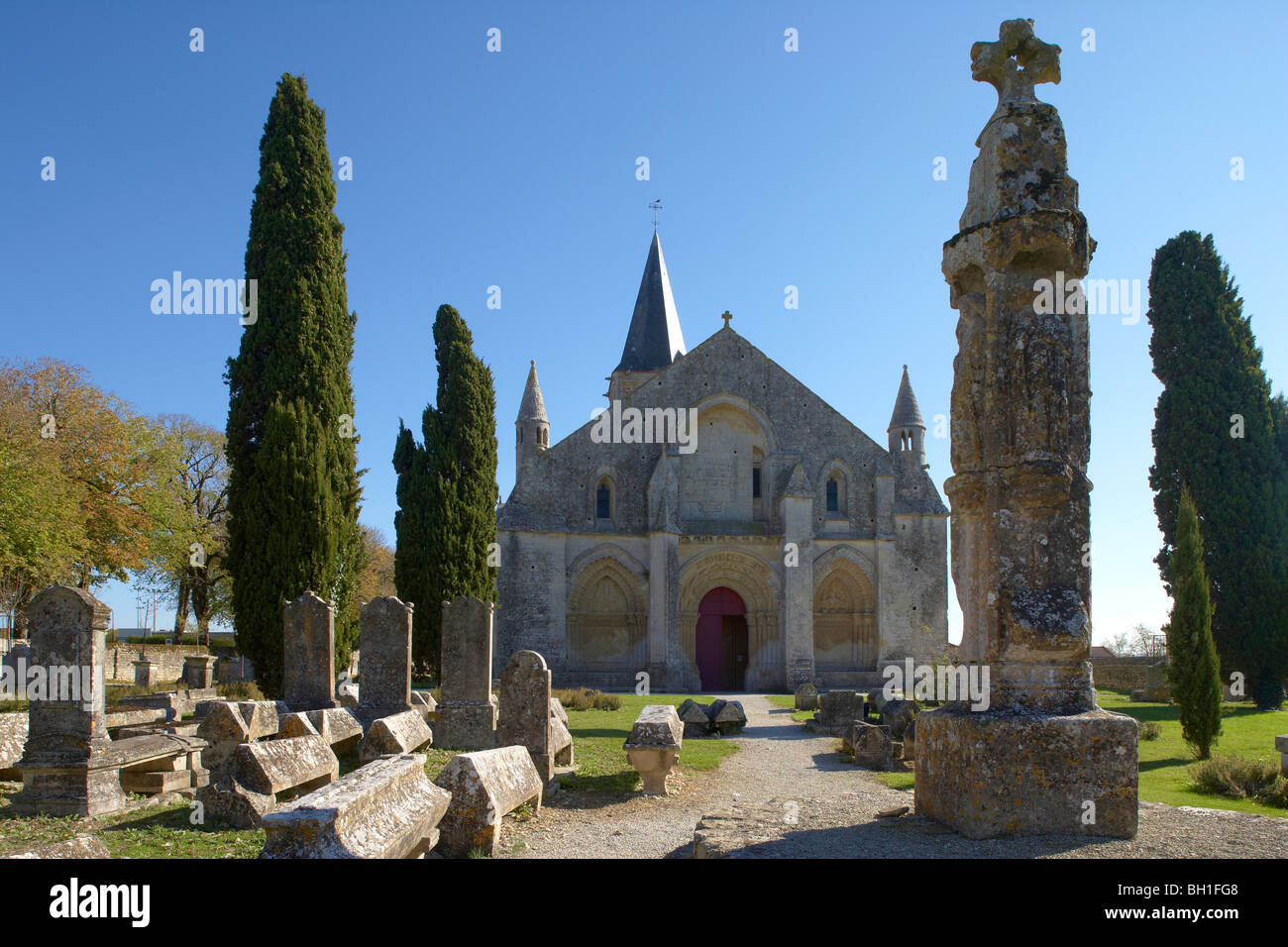 St Peter Church in Aulnay, West facade with Hosanna Cross, The Way of St. James, Chemins de Saint Jacques, Via Turonensis, - Stock Image