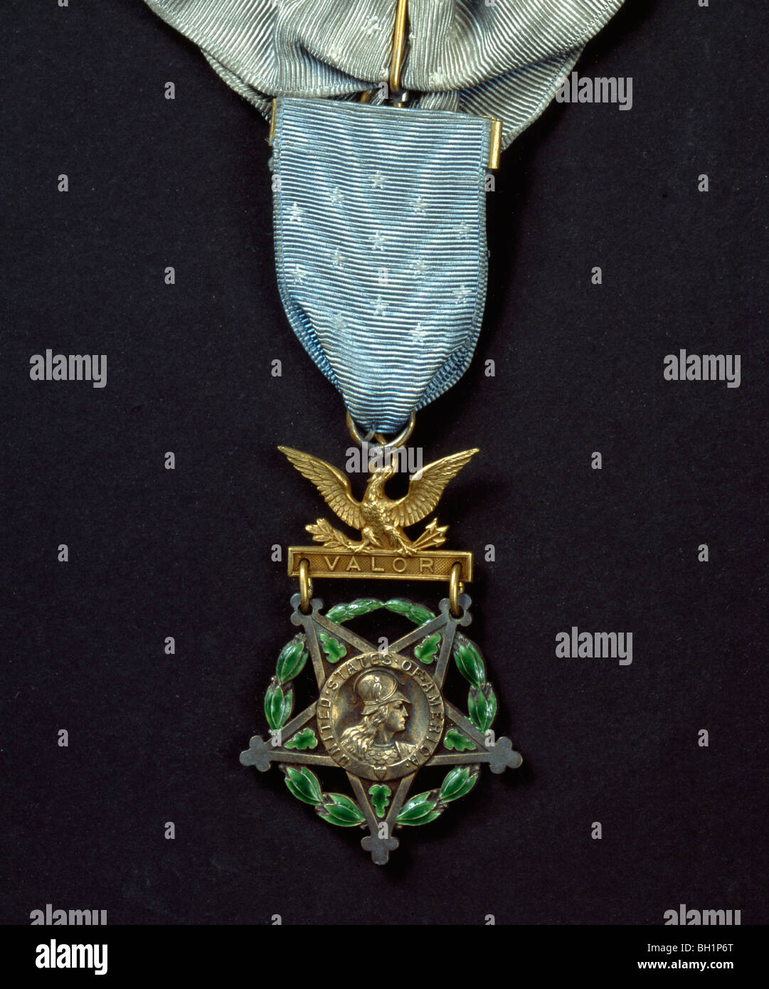Westminster Abbey : Congressional Medal of Honor inscribed 'VALOR' awarded by US government to the Unknown - Stock Image