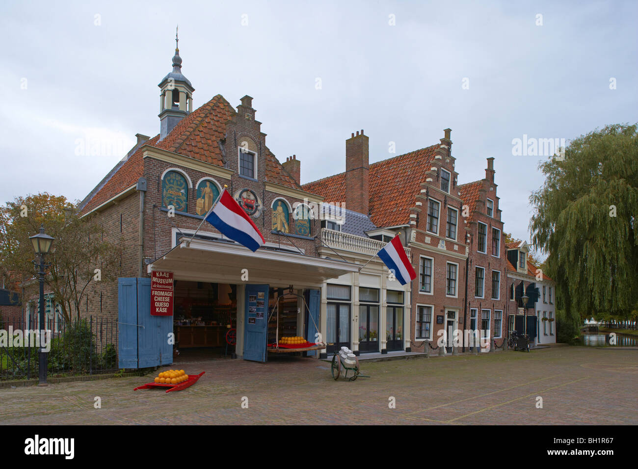 Exterior view of the Museum of Cheese under cloudy sky, Edam, Netherlands, Europe - Stock Image