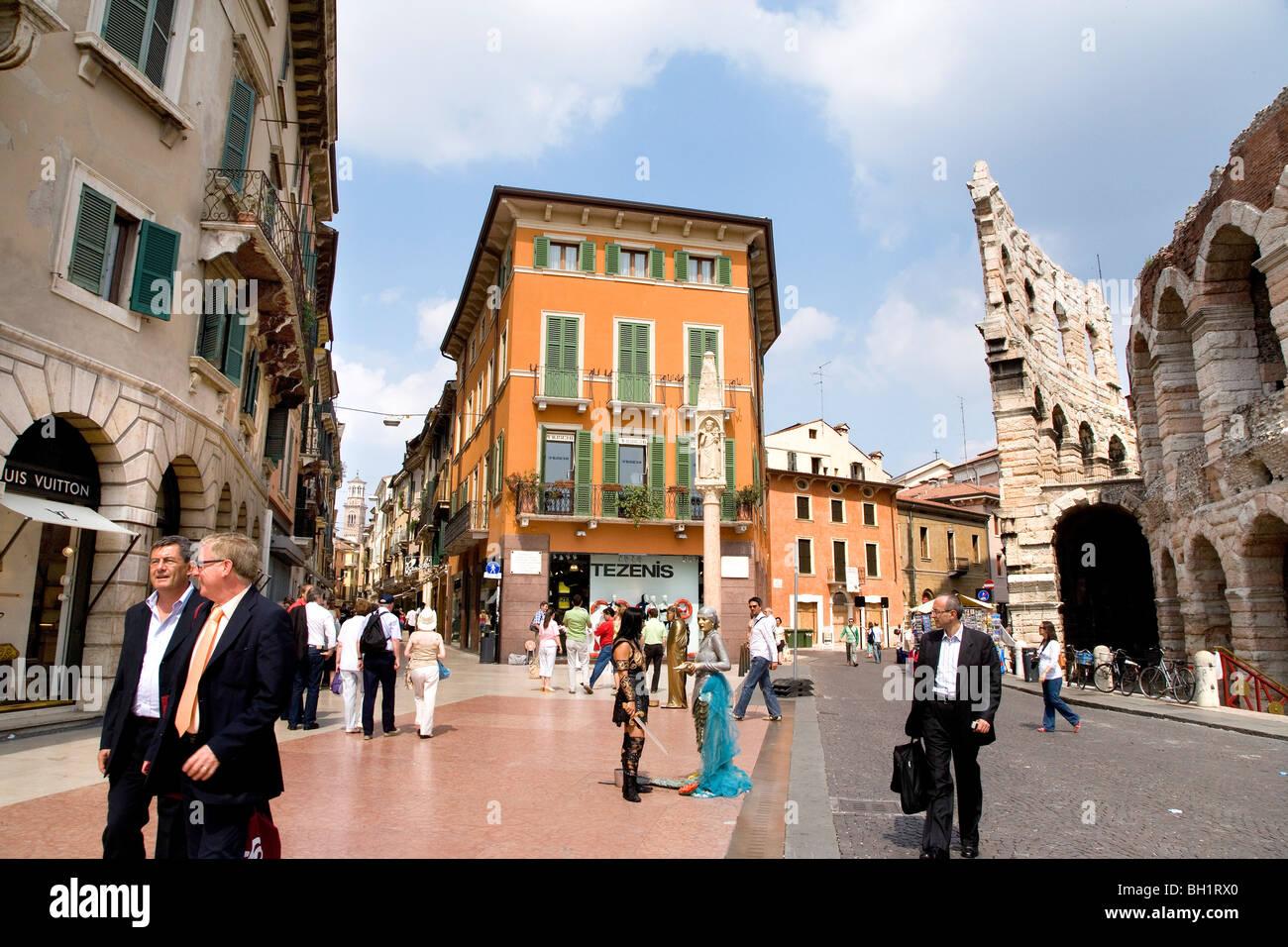 Piazza Bra 02ef9db4d5c