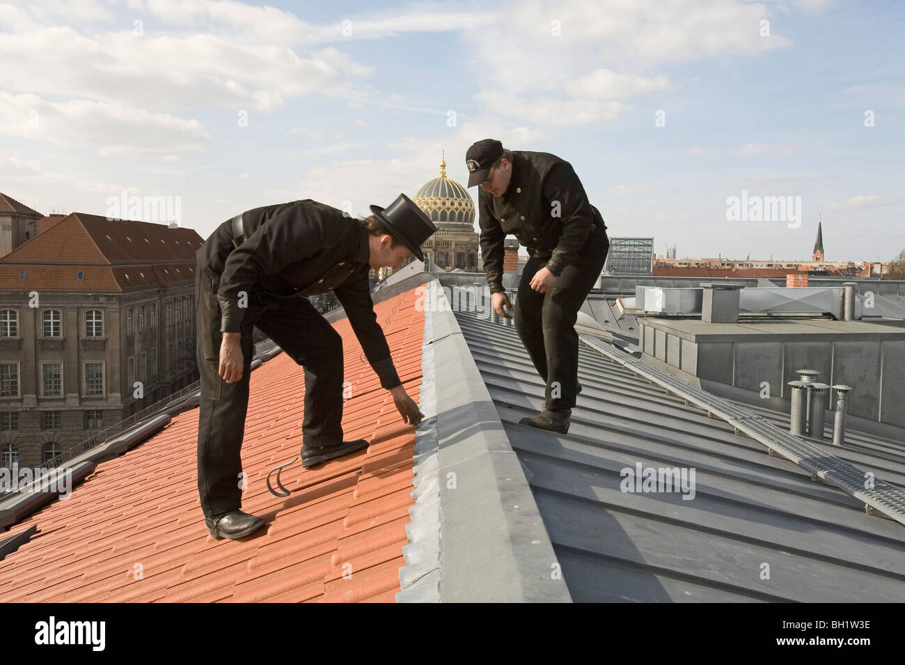 Chimney sweeps inspecting new roof, dome of New Synagogue, Berlin, Germany - Stock Image