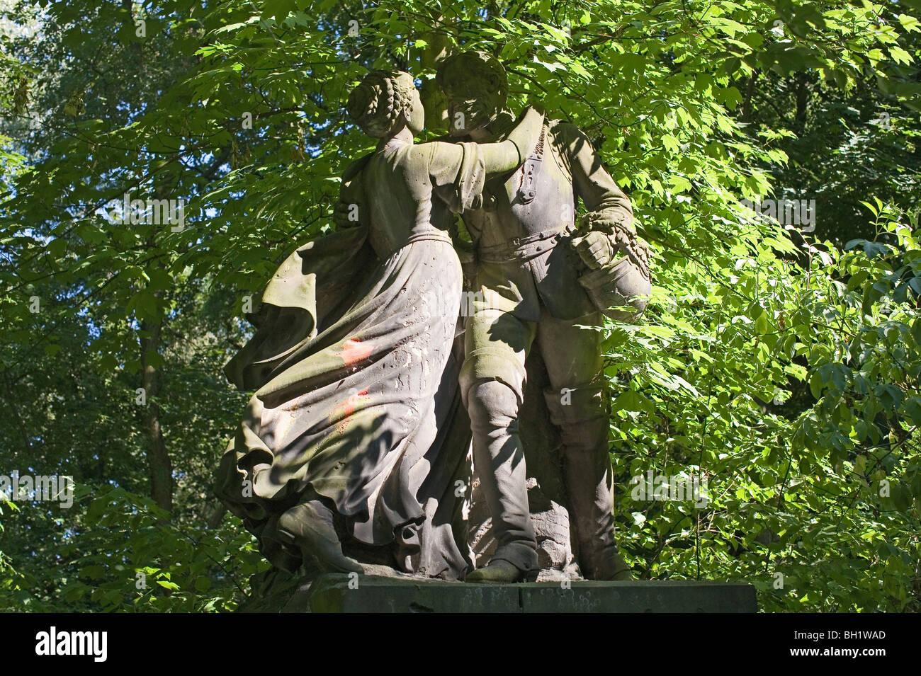 Statue of a couple in Tiergarten, Berlin, Germany - Stock Image