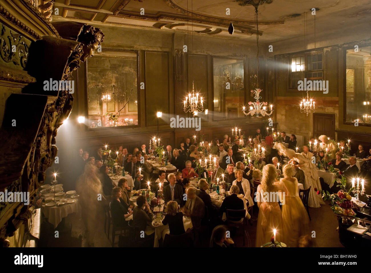 494c01242 Claerchens Ballhaus, Berlin Mitte, private candlelight party with opera  singers in costume, Berlin, Germany
