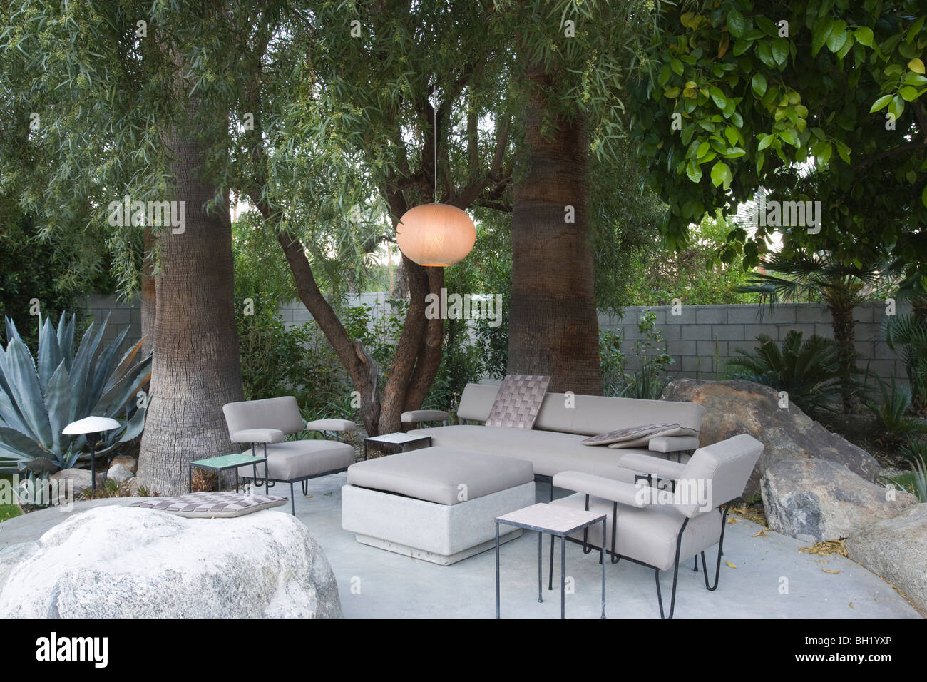 Outdoor garden furniture in Palm Springs home - Outdoor Garden Furniture In Palm Springs Home Stock Photo: 27703390