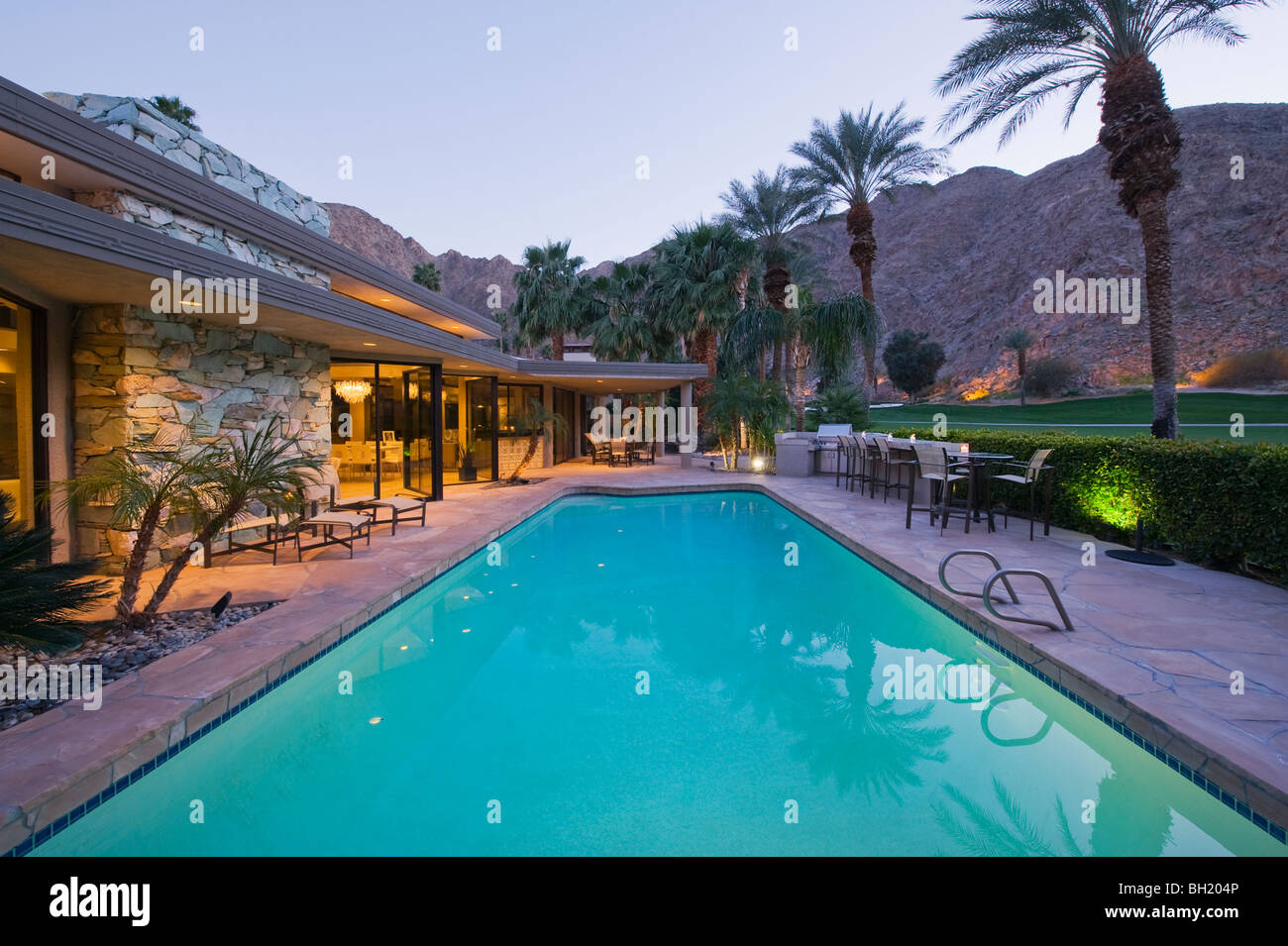 Luxury home swimming pools 30 Million Dollar Swimming Pool Exterior Of Palm Springs Home Stock Image Alamy Luxury Home Swimming Pool Usa Stock Photos Luxury Home Swimming