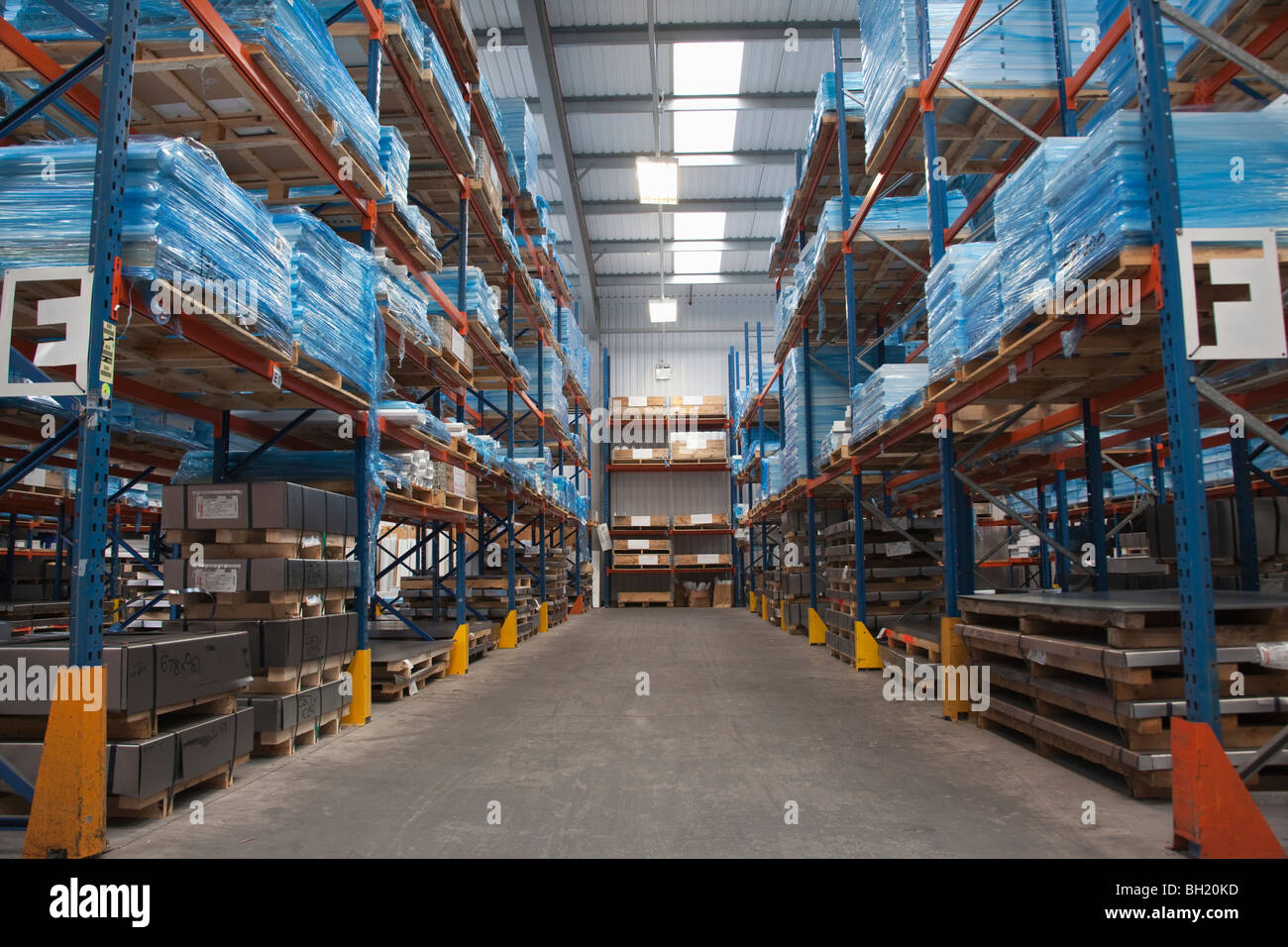 Racking ailse in commercial lighting factory - Stock Image
