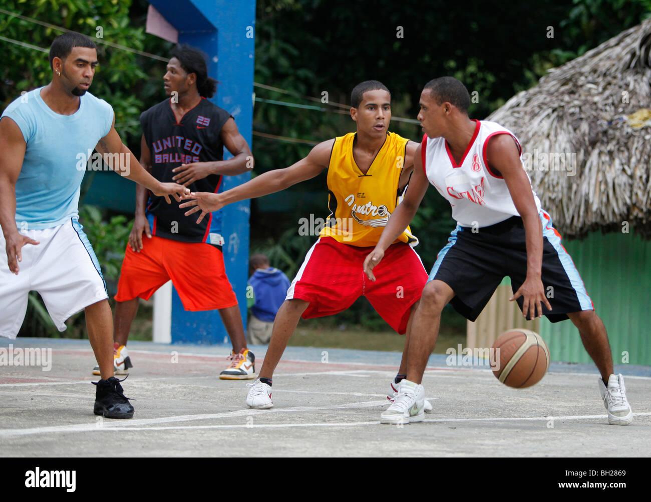 Neighborhood basketball game, Bahoruco, Dominican Republic - Stock Image