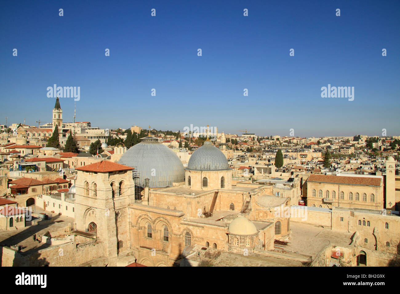 Israel, Jerusalem Old City, a view of the Church of the Holy Sepulchre from the bell tower of the Church of the - Stock Image