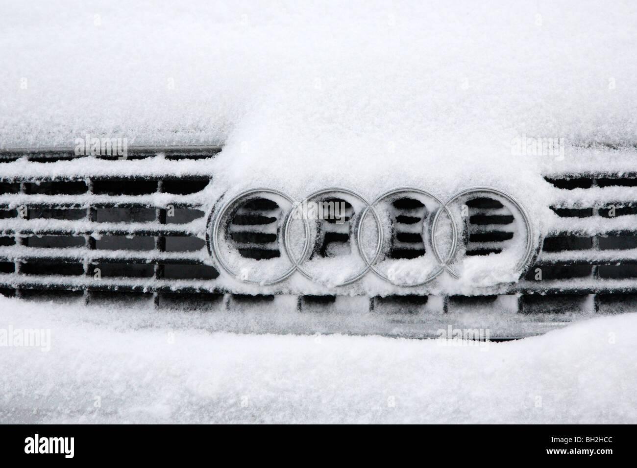 Snowed-In Car, Ystradfellte, Brecon Beacons, Wales, UK - Stock Image