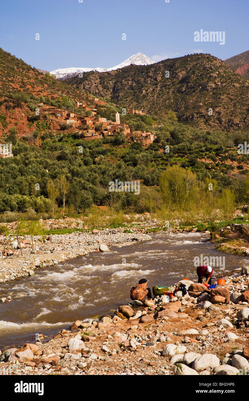 Berber women washing clothes in the Ourika Valley, Morocco - Stock Image