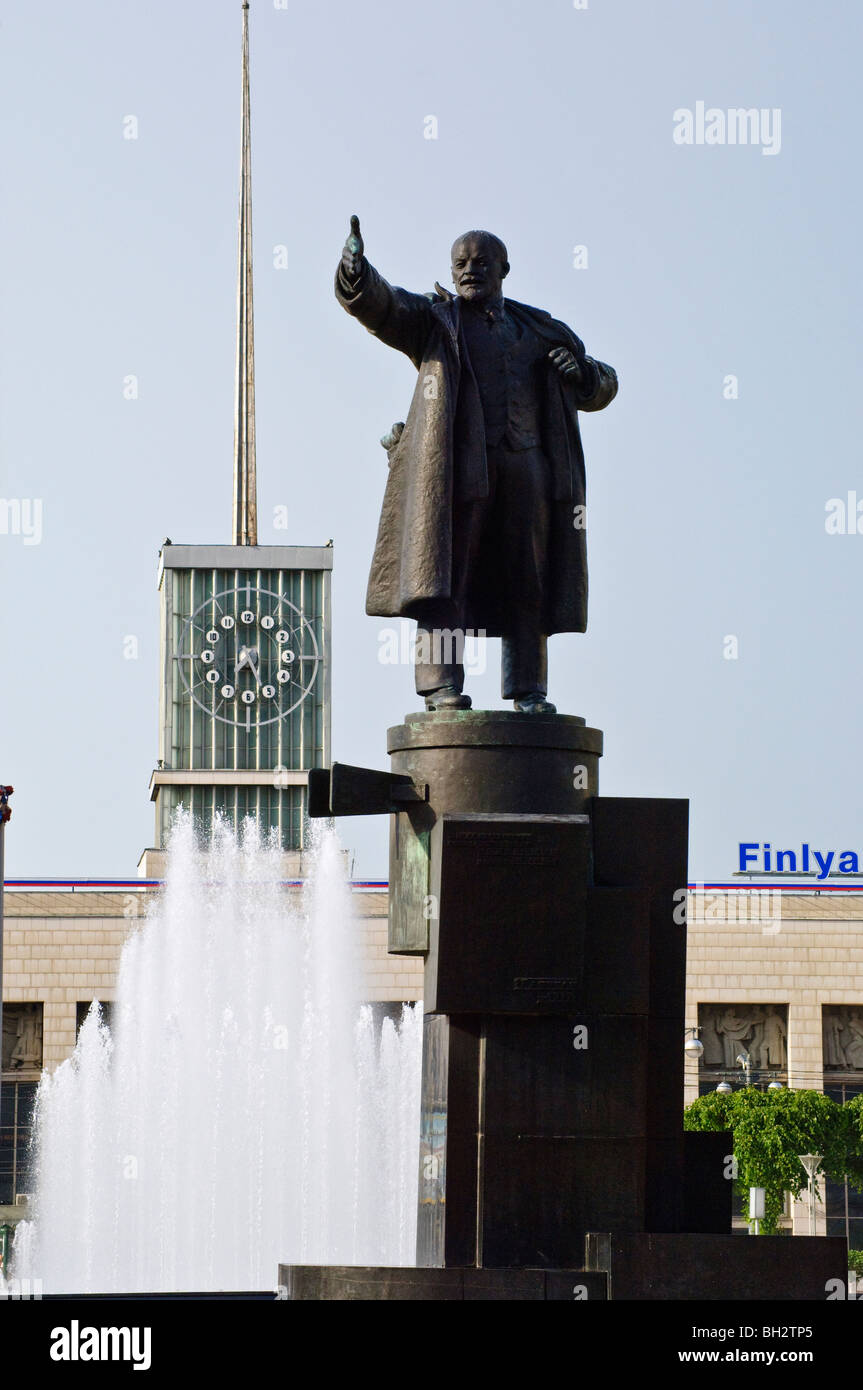 Statue of V I Lenin outside Finland Railway Station, St Petersburg, Russia - Stock Image