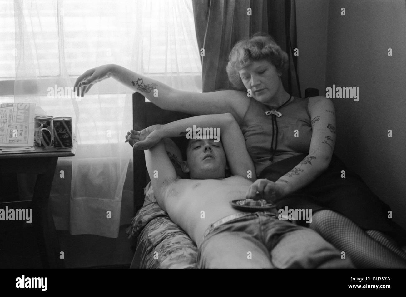 Couple Earls Court bedsit London UK 1977  'HOMER SYKES' - Stock Image