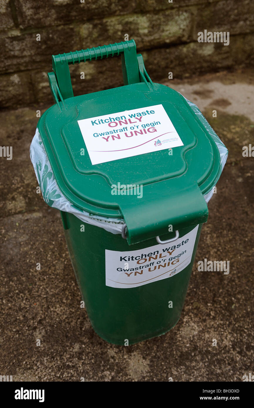 Kitchen Food Recycling Bin Stock Photo: 27736309 - Alamy