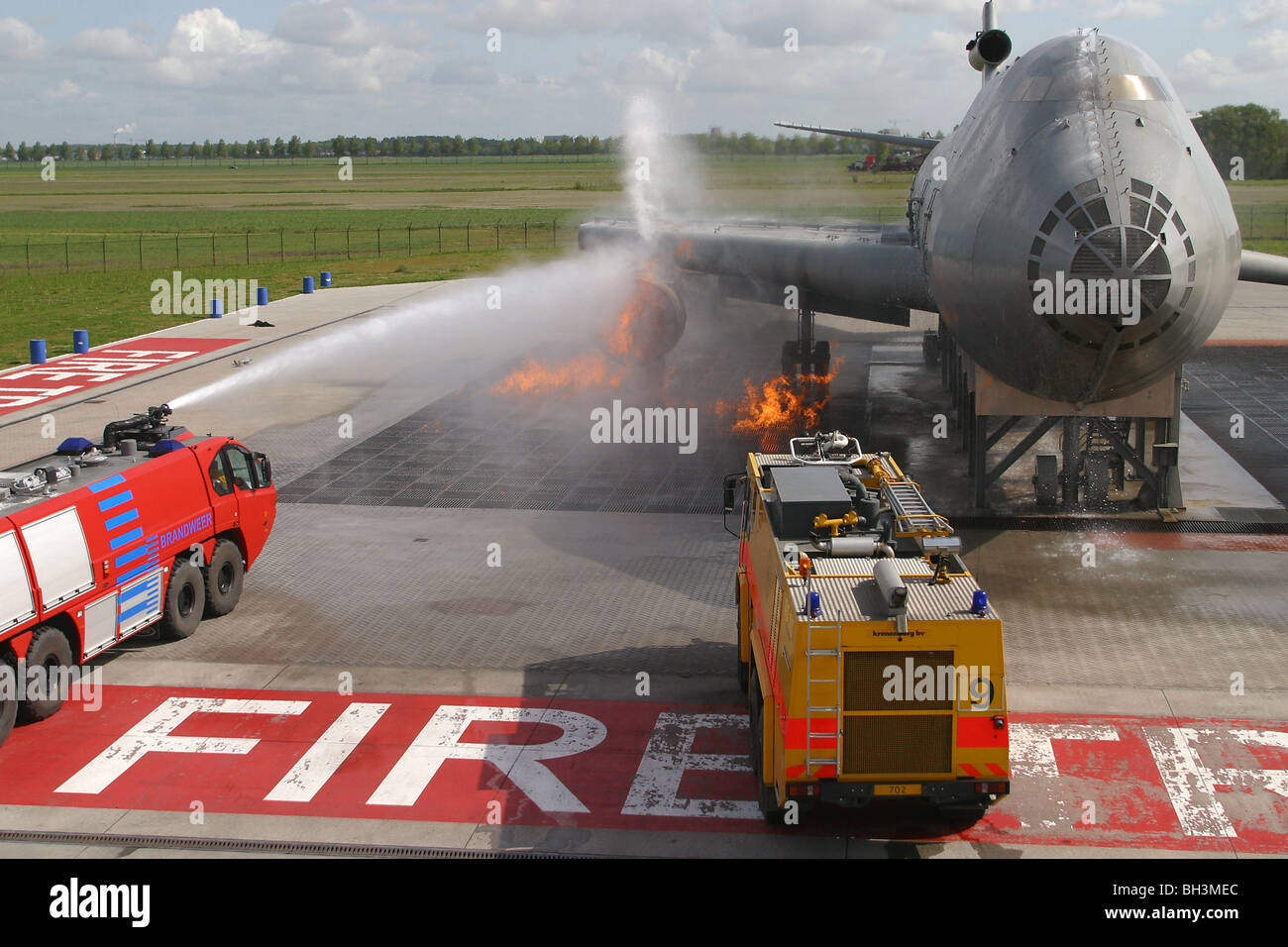TRAINING DUTCH FIREFIGHTERS WITH AN AIRPLANE FIRE SIMULATOR