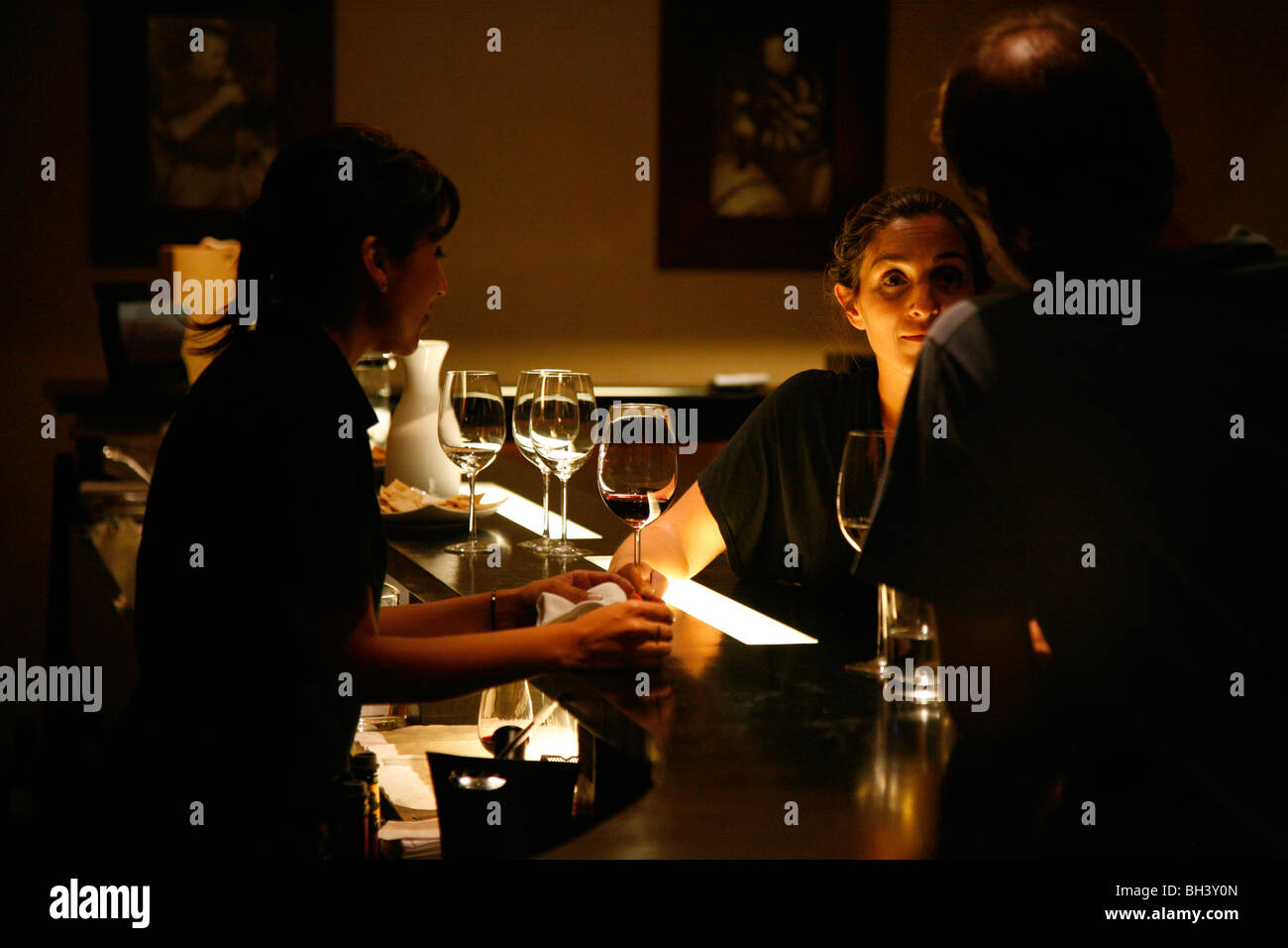 People drinking wine at the tasting room of Vines of Mendoza wine bar, Mendoza, Argentina. - Stock Image