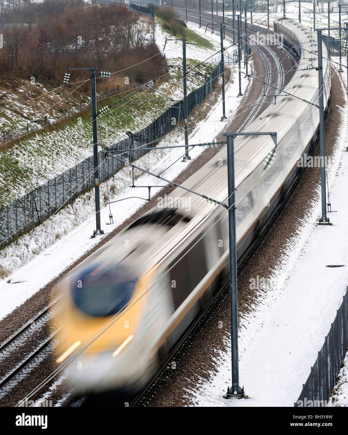 Eurostar on the High Speed 1 rail line through Kent in the snow - Stock Image