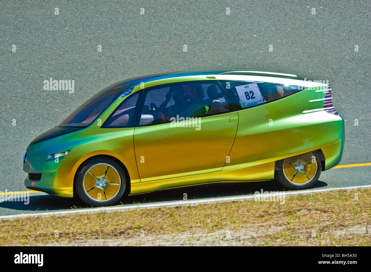https://c8.alamy.com/comp/BH5A30/mercedes-benz-bionic-car-on-2006-michelin-challenge-bibendum-paris-BH5A30.jpg
