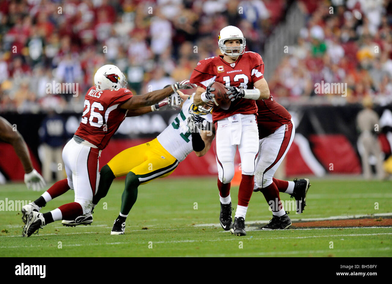 Kurt Warner #13 of the Arizona Cardinals drops back to pass against the Green Bay Packers in the NFC wild-card playoff - Stock Image