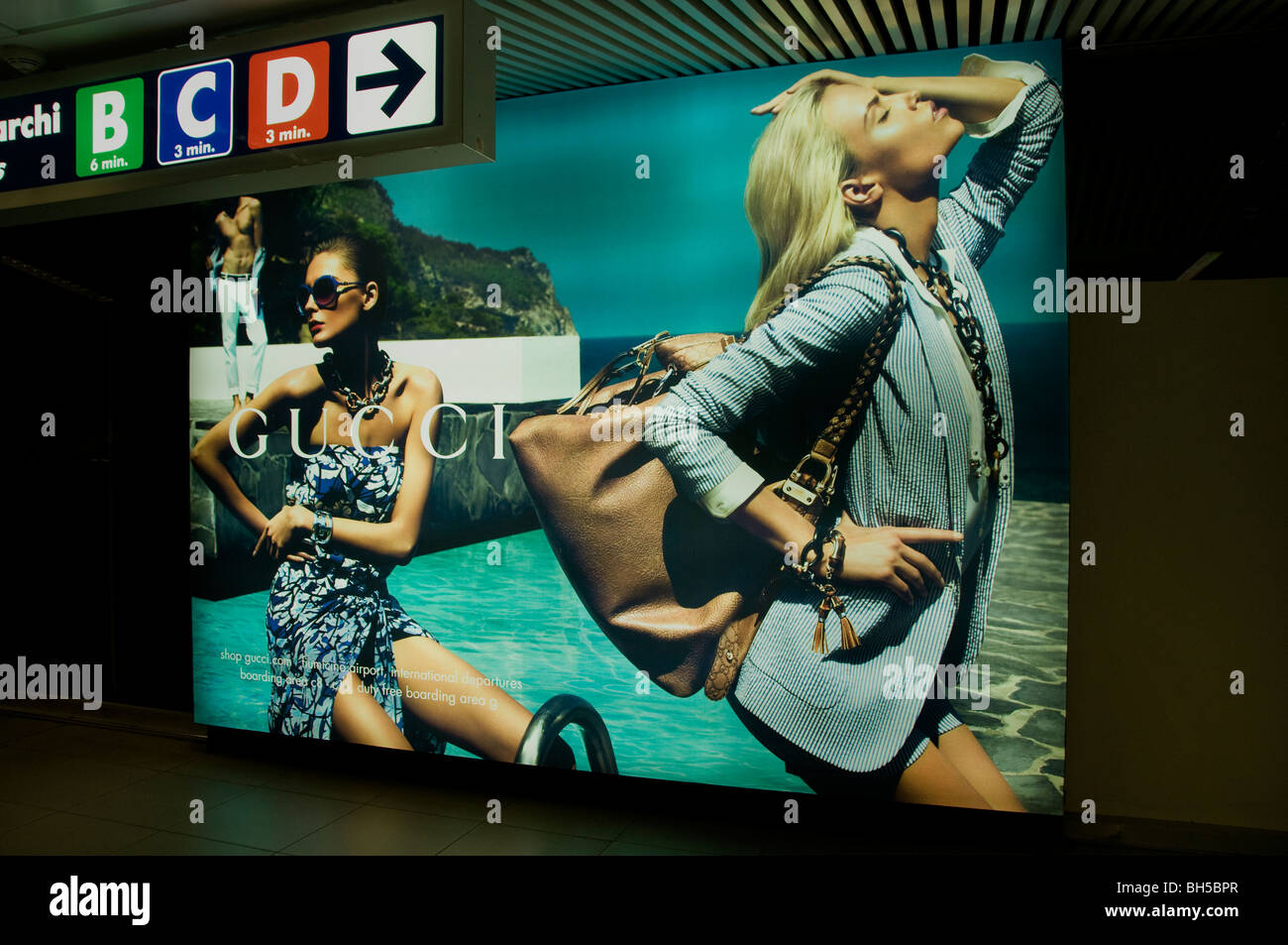 Gucci fashion man woman young classy Airport Rome - Stock Image