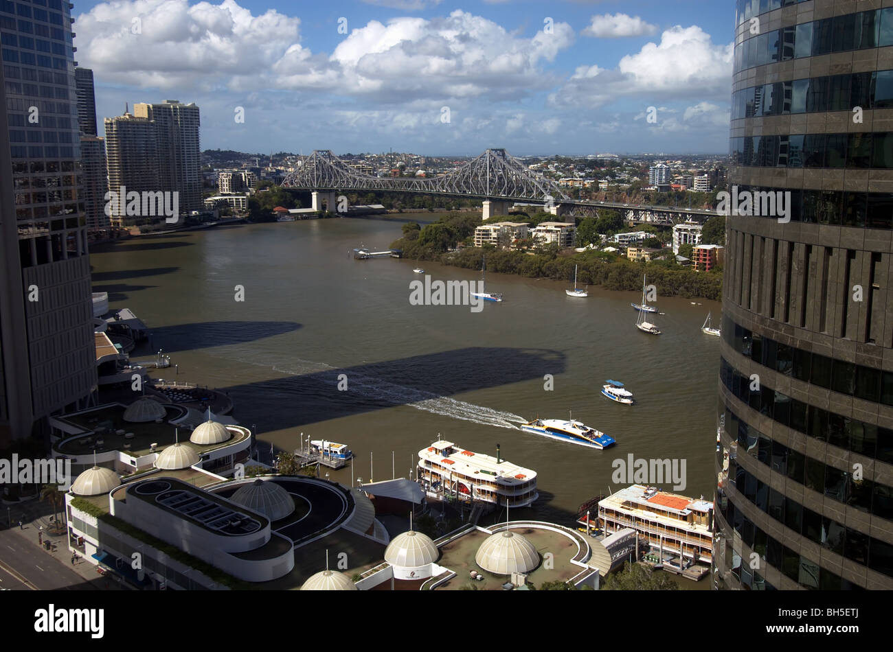 Boats on the Brisbane River near the Storey Bridge, city of Brisbane, Queensland, Australia. No PR - Stock Image