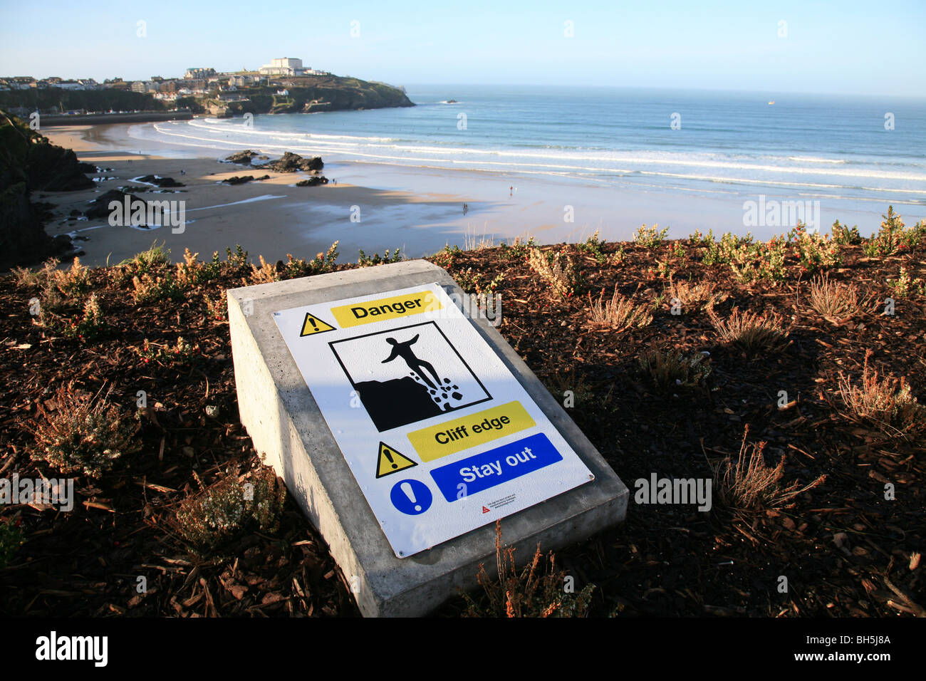 Danger cliff edge sign in Newquay, Cornwall. - Stock Image