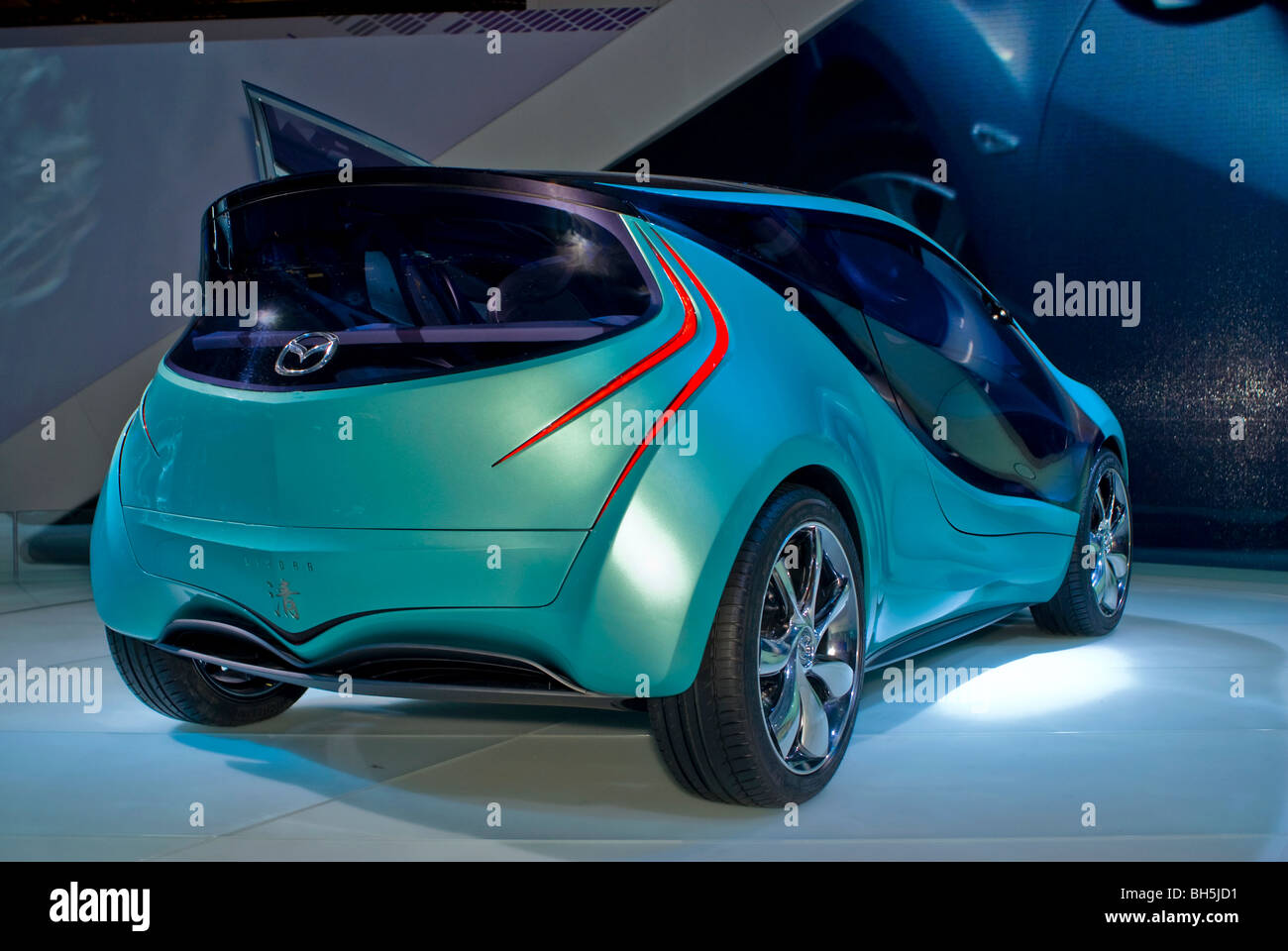 https://c8.alamy.com/comp/BH5JD1/paris-france-paris-auto-show-electric-motor-concept-car-mazda-kiyora-BH5JD1.jpg
