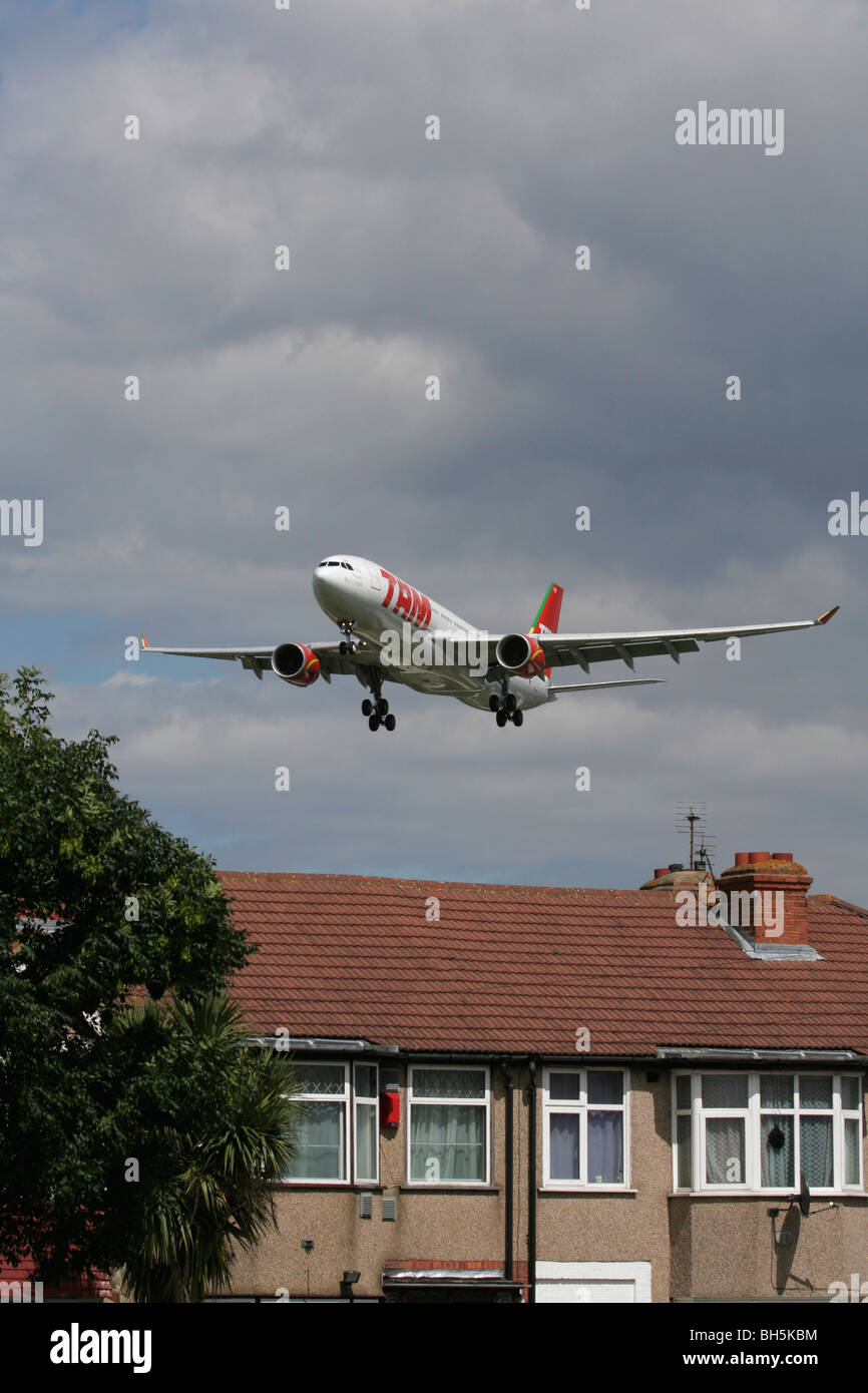 TAM Airlines Airbus A330 overflying London rooftops en route to Heathrow Stock Photo