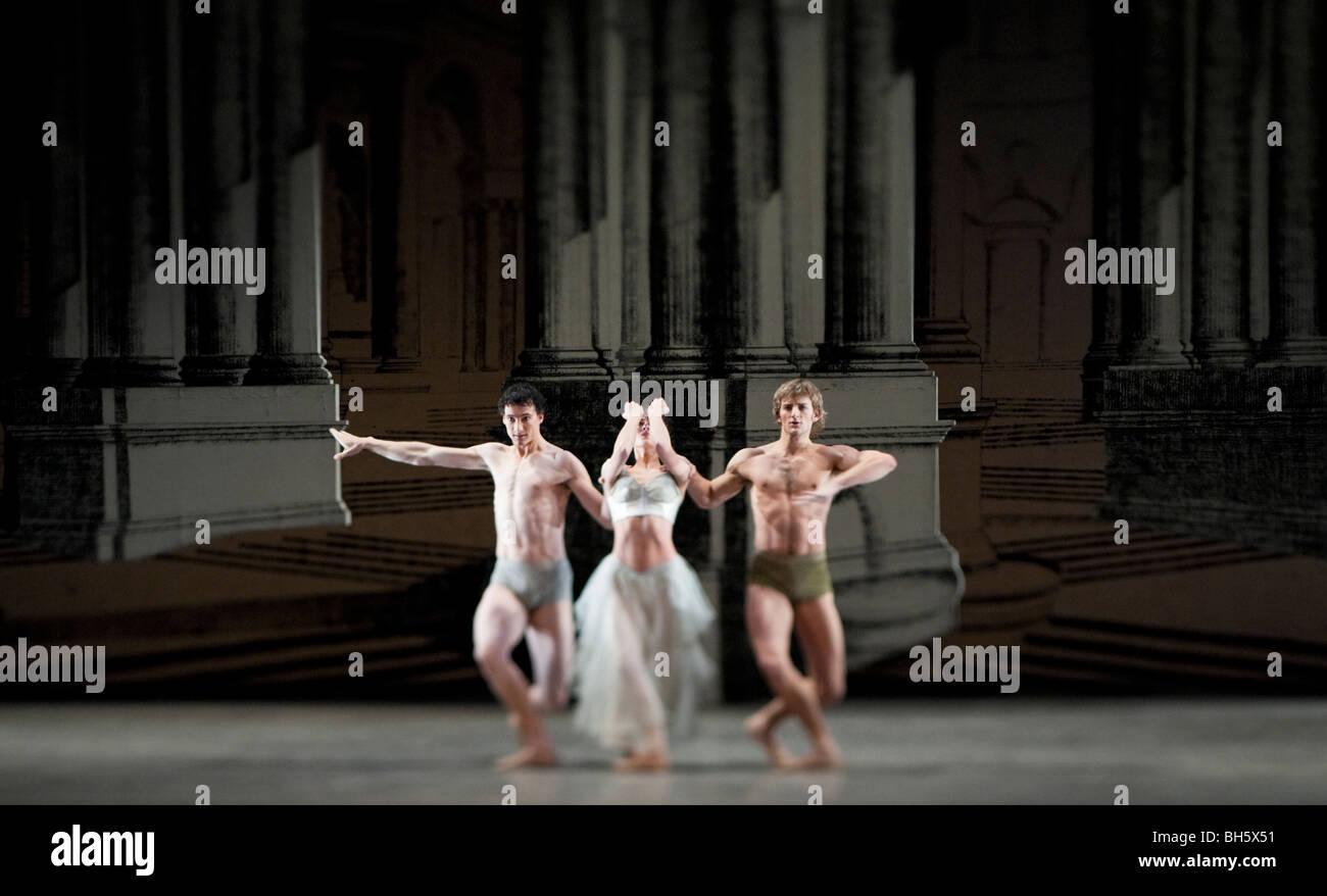 Birmingham Royal Ballet. Quantum Leaps. Powder. - Stock Image