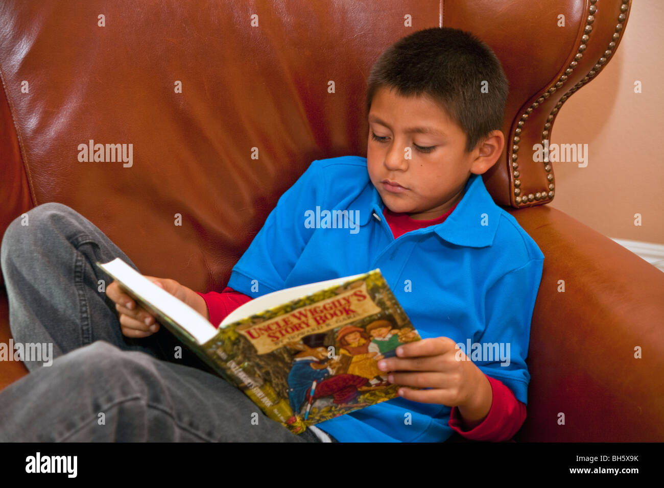 multi racial diversity racially diverse multicultural 8-9 year old reading books vintage illustration illustrations - Stock Image