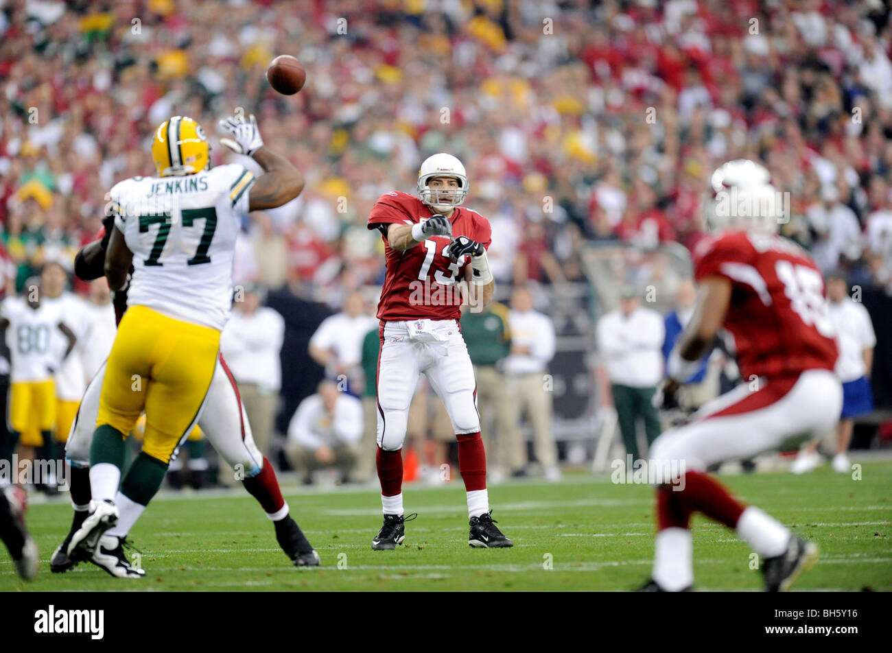 Kurt Warner #13 of the Arizona Cardinals passes against the Green Bay Packers in the NFC wild-card playoff game - Stock Image