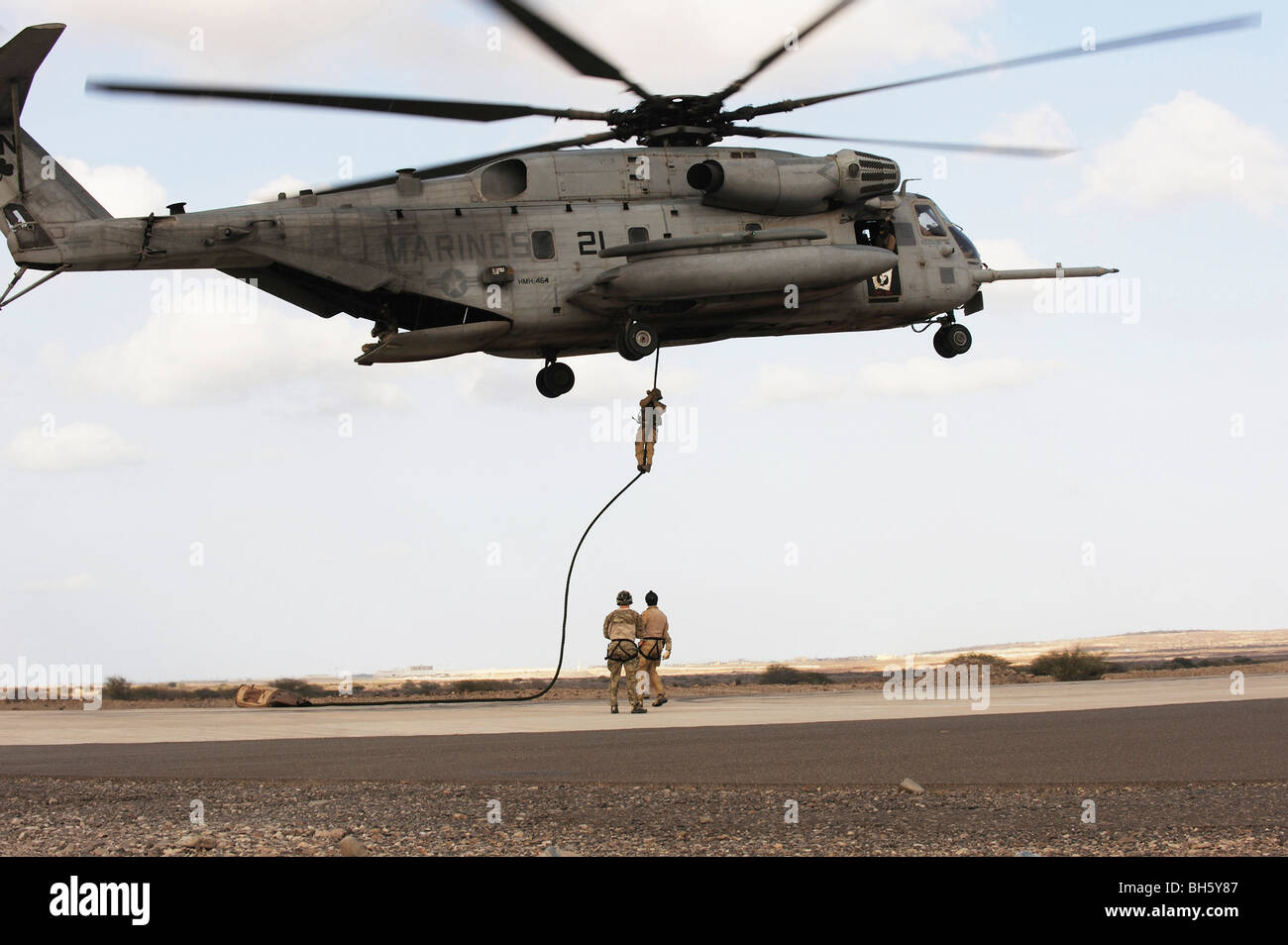 Air Force pararescuemen conduct a combat insertion and extraction exercise in Djibouti, Africa. - Stock Image