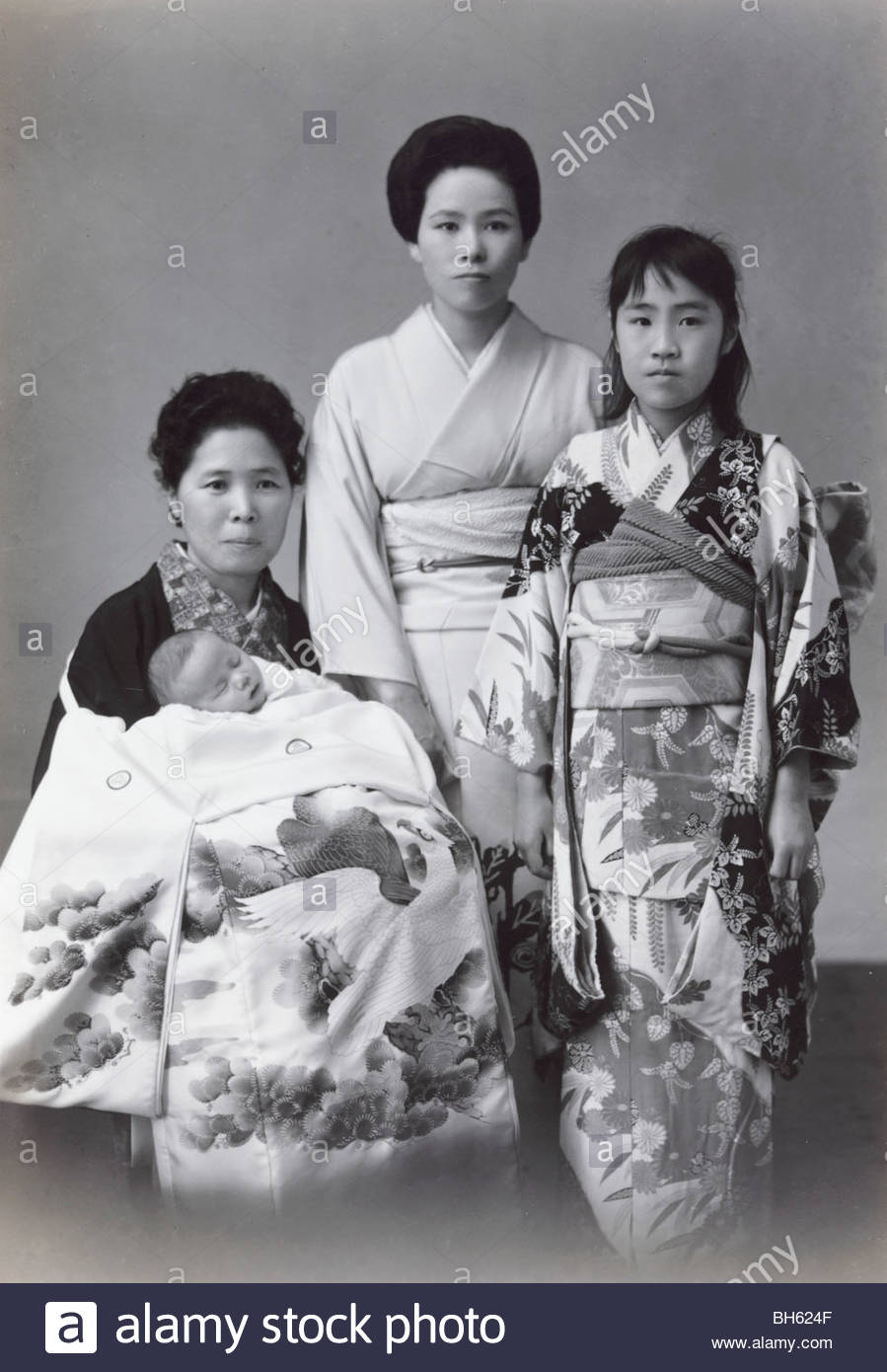 formal portrait of Japanese women with new born baby 1965 - Stock Image