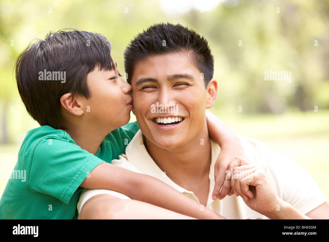 Сын сосает отца, Отец делает минет своему сыну 9 фотография