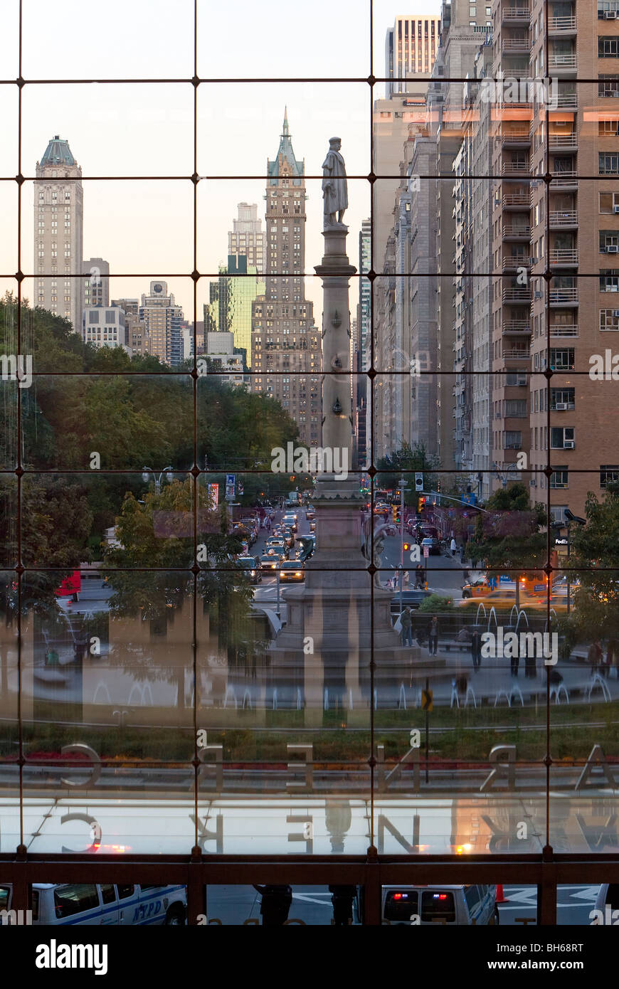 USA, New York City, Manhattan, Statue of Christopher Columbus in Columbus Circle viewed through a glass shopping Stock Photo