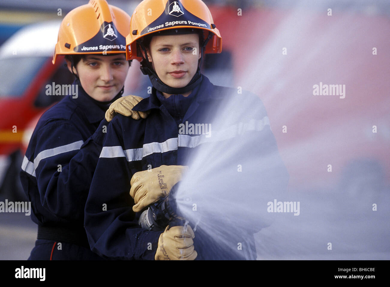 FIRE MANEUVERS WITH GIRLS FROM THE YOUNG FIREFIGHTERS (JSP), LOUVIERS, EURE (27), FRANCE - Stock Image