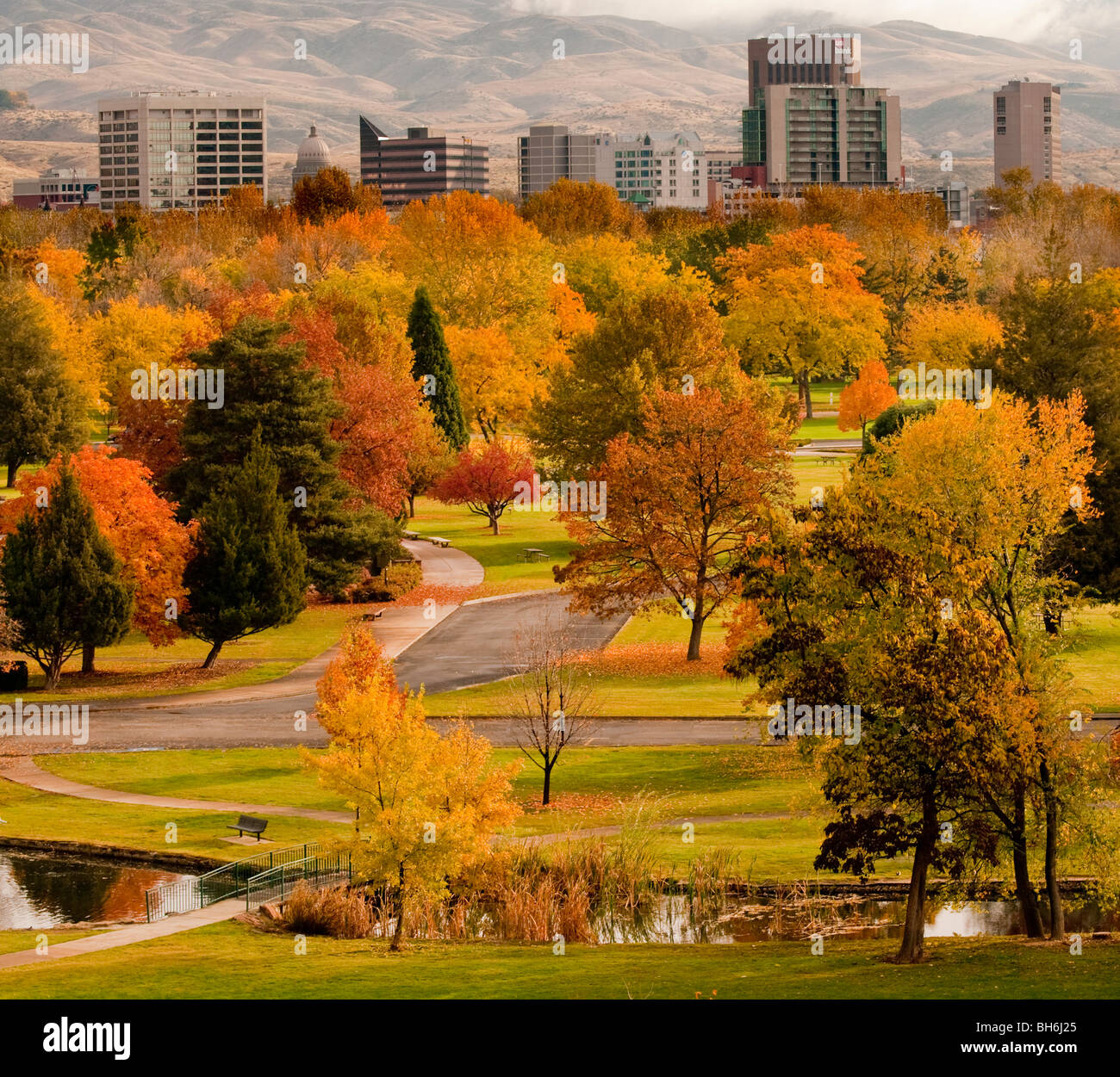 Idaho, Boise. Autumn scenic of Ann Morrison Park and downtown - Stock Image