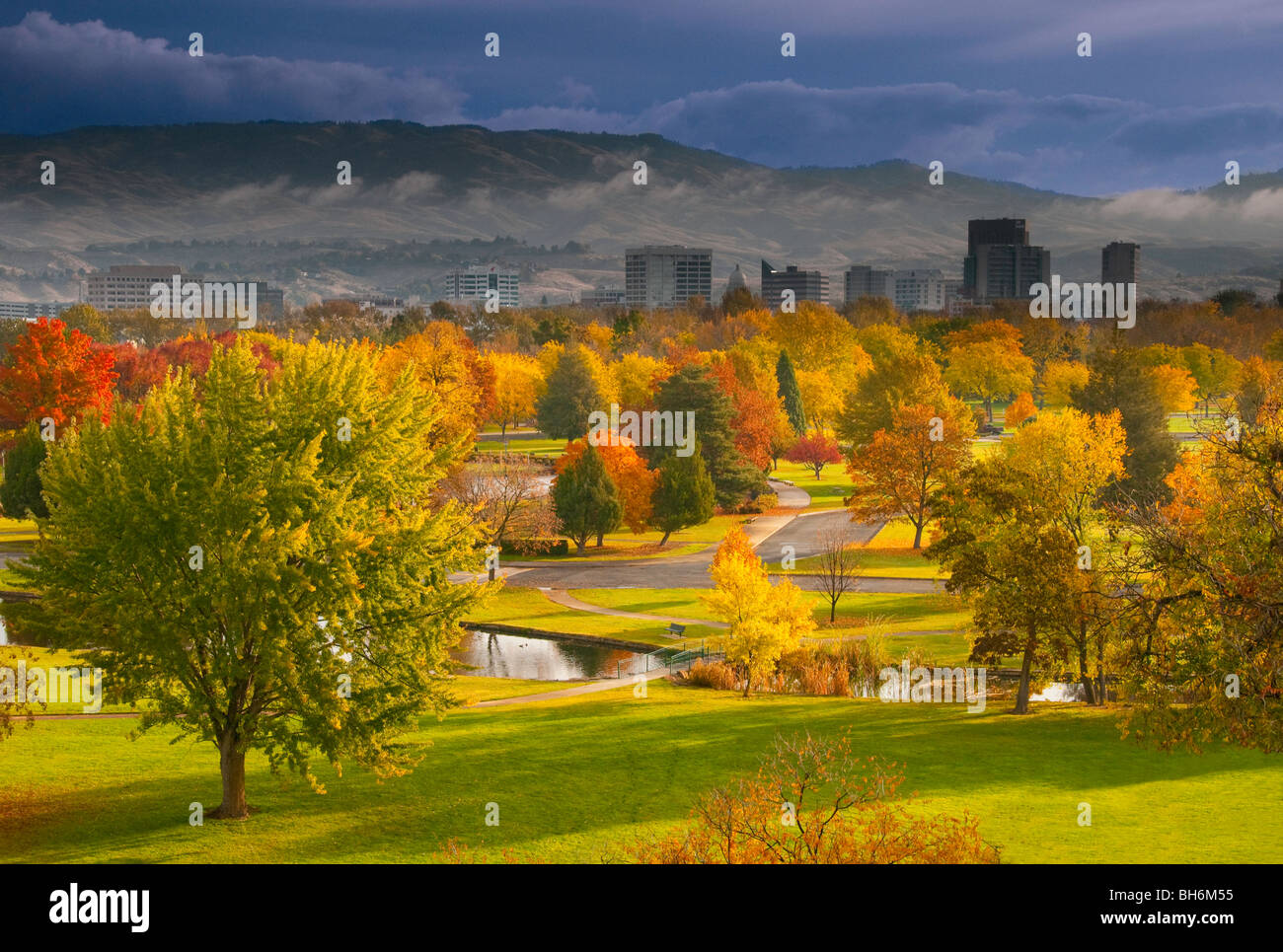 Idaho, Boise, Autumn scenic of Ann Morrison Park and downtown - Stock Image