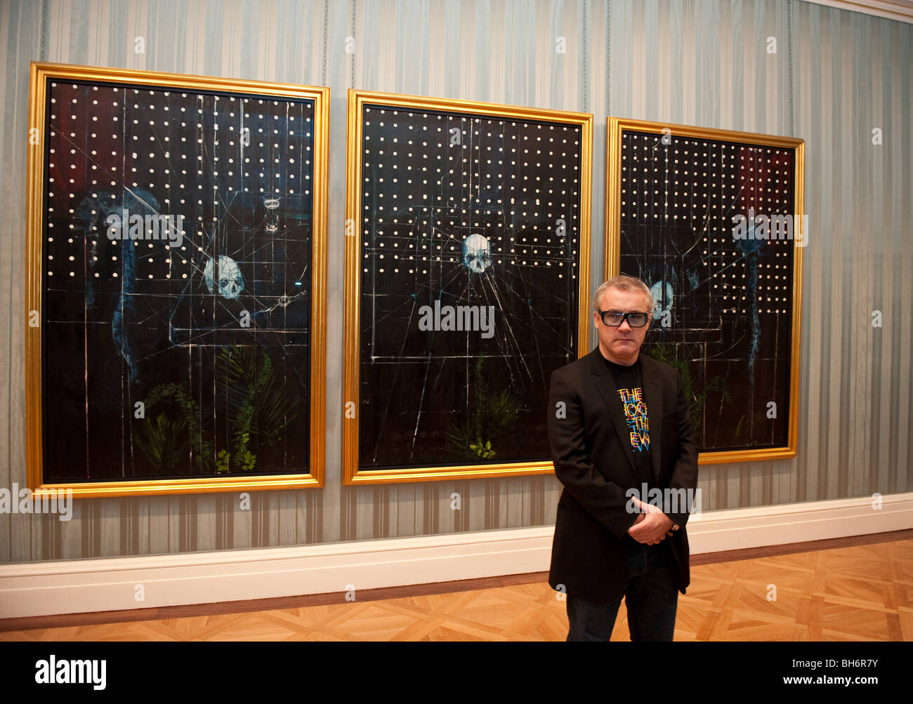 Damian Hirst in front of his  trittico Men Shall Know - Stock Image