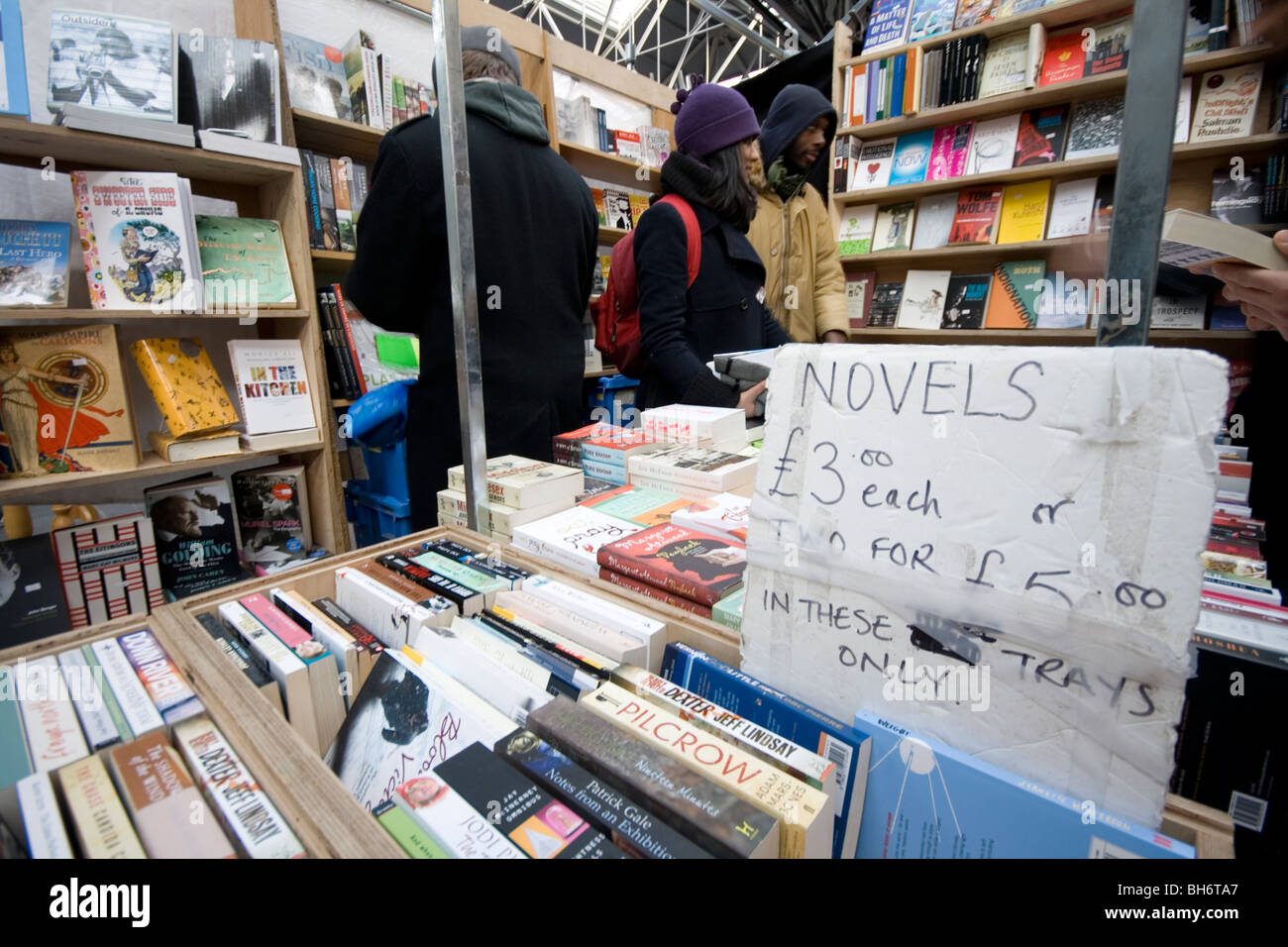 2nd hand book stall at London's Spitalfields market. - Stock Image