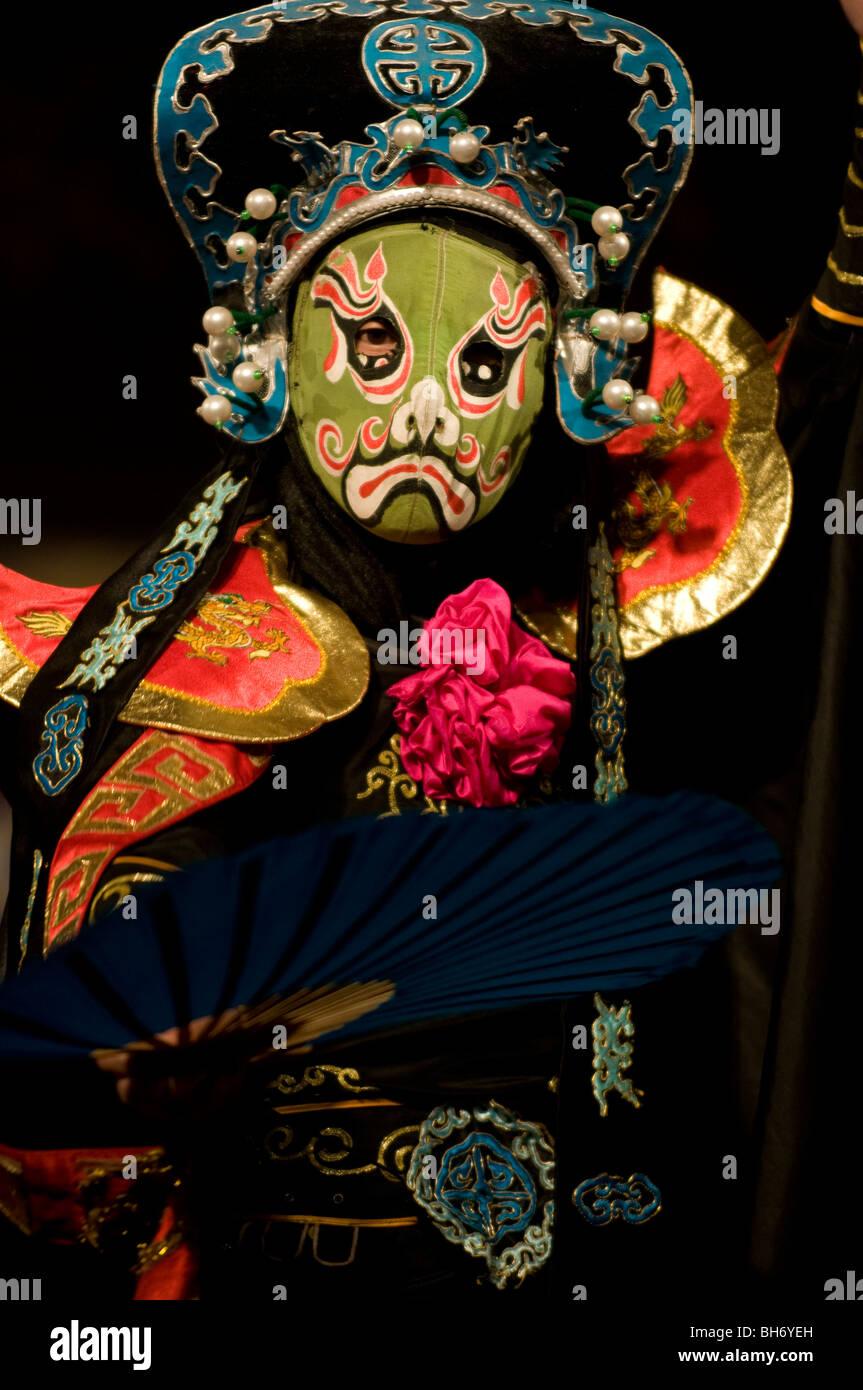 Mask changing act (traditional Sichuan Opera skill) Shu Feng Ya Yun Teahouse; Chengdu; Sichuan; China - Stock Image