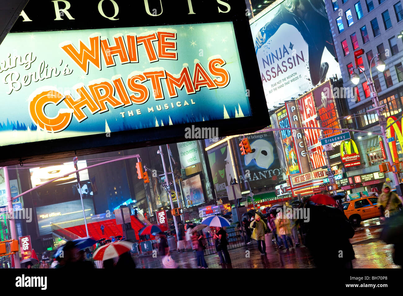 USA, New York City, Manhattan, Times Square, Neon lights on a rainy night - Stock Image