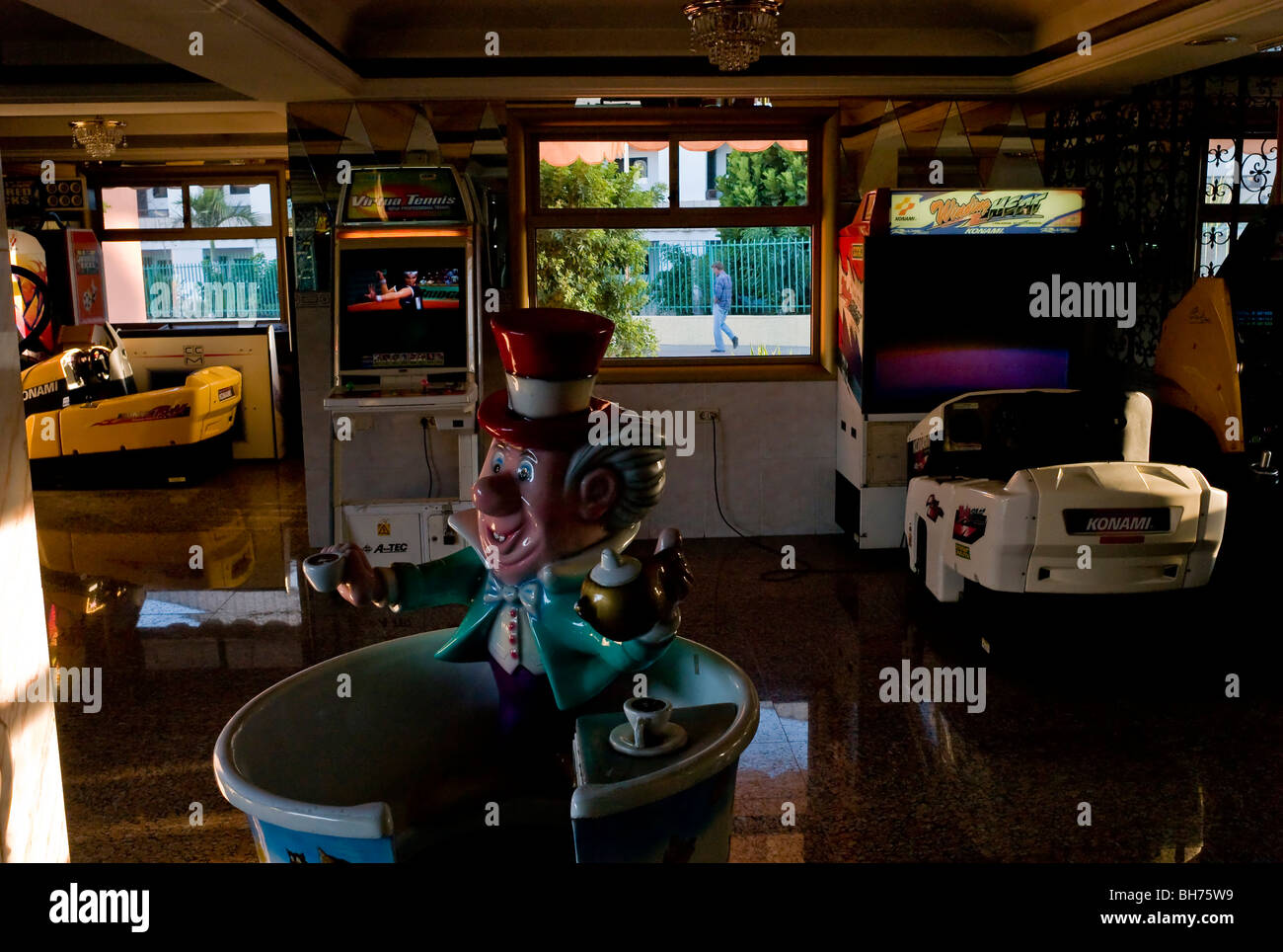 An old amusement arcade indoors in the Kasbah Centre in Playa del Ingles Gran Canaria - Stock Image