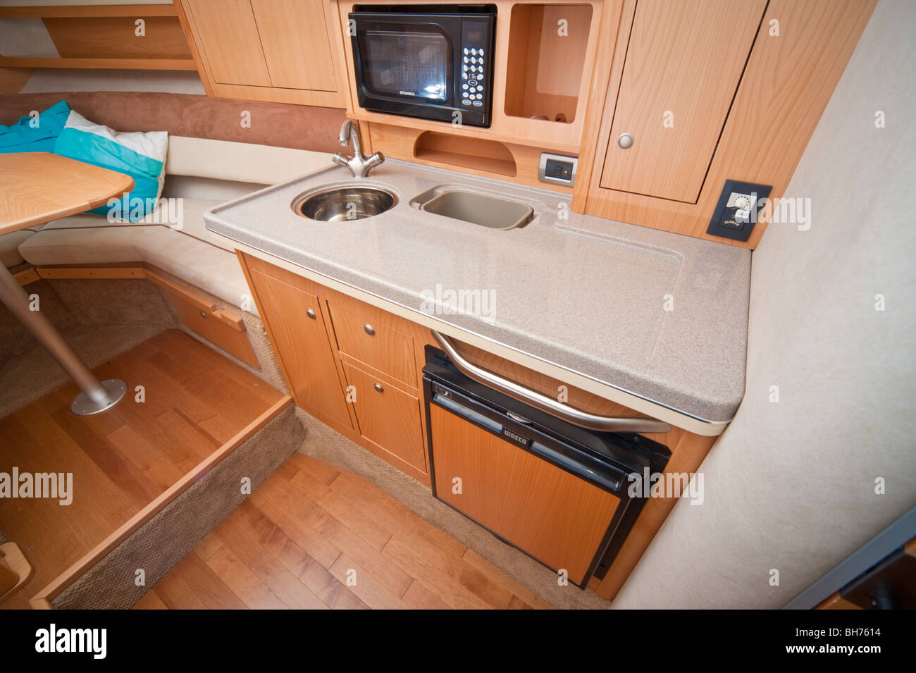 Kitchen Galley In A Sea Ray 305 Powerboat Yacht 2009 Model Stock Photo Alamy