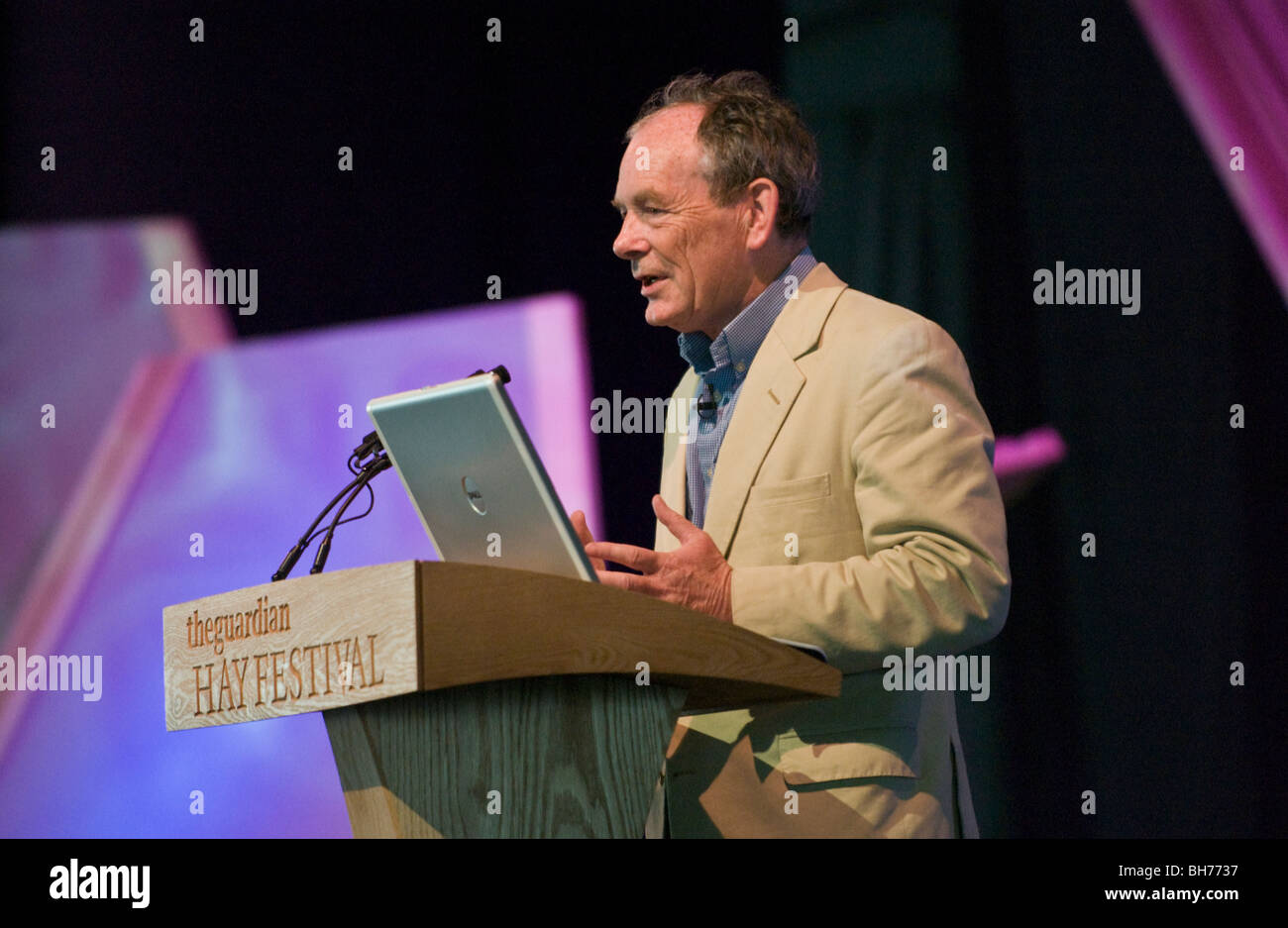 Simon Jenkins journalist and National Trust chairman talking about Wales at Hay Festival 2009. - Stock Image