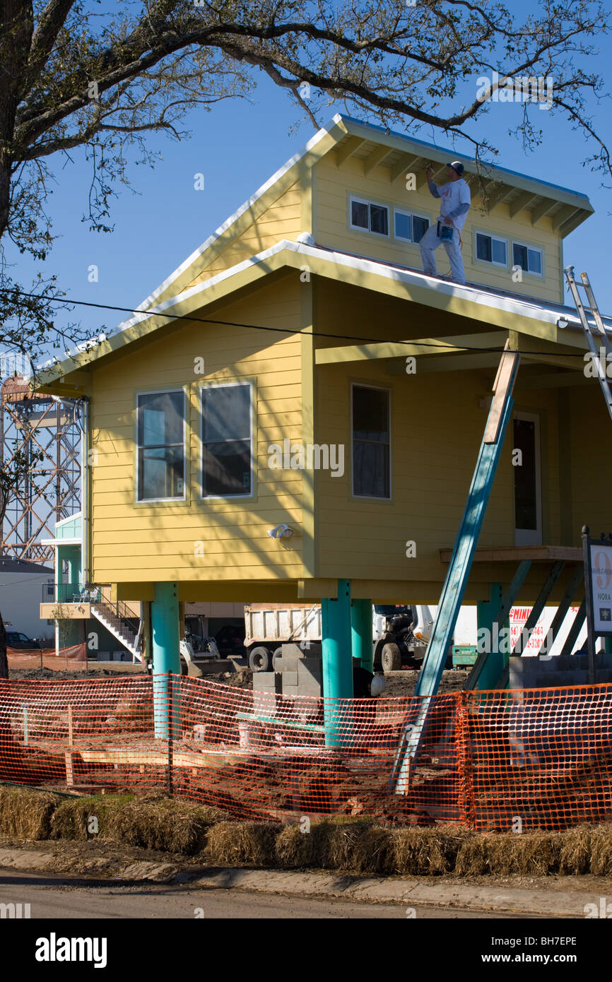 Solar homes on stilts being built by Brad Pitt Make It Right Foundation lower ninth Ward New Orleans, Louisiana - Stock Image