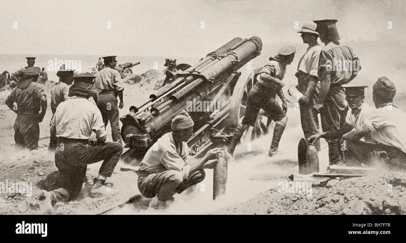 English artillery piece in action near Krithia during Dardanelles Campaign, 1915. - Stock Image