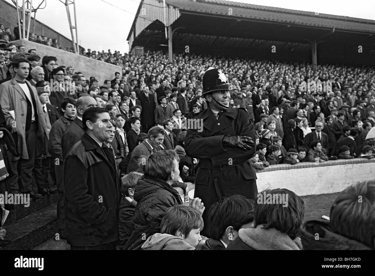 The crowd of fans at The Den that helped Millwall FC play 59 home ...