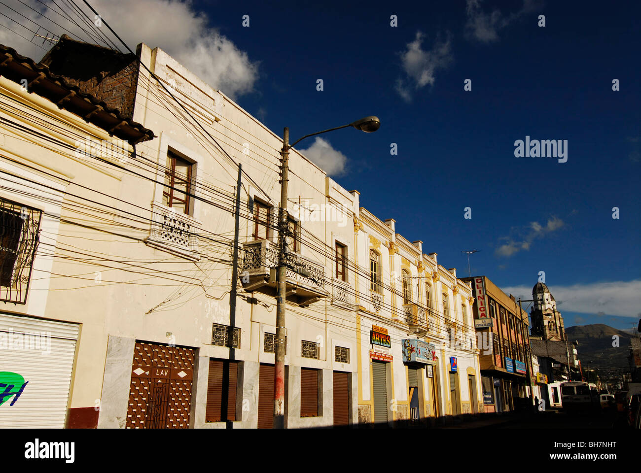 Ecuador, Ibarra, low angle view of a cobbled alley with white colonial building - Stock Image