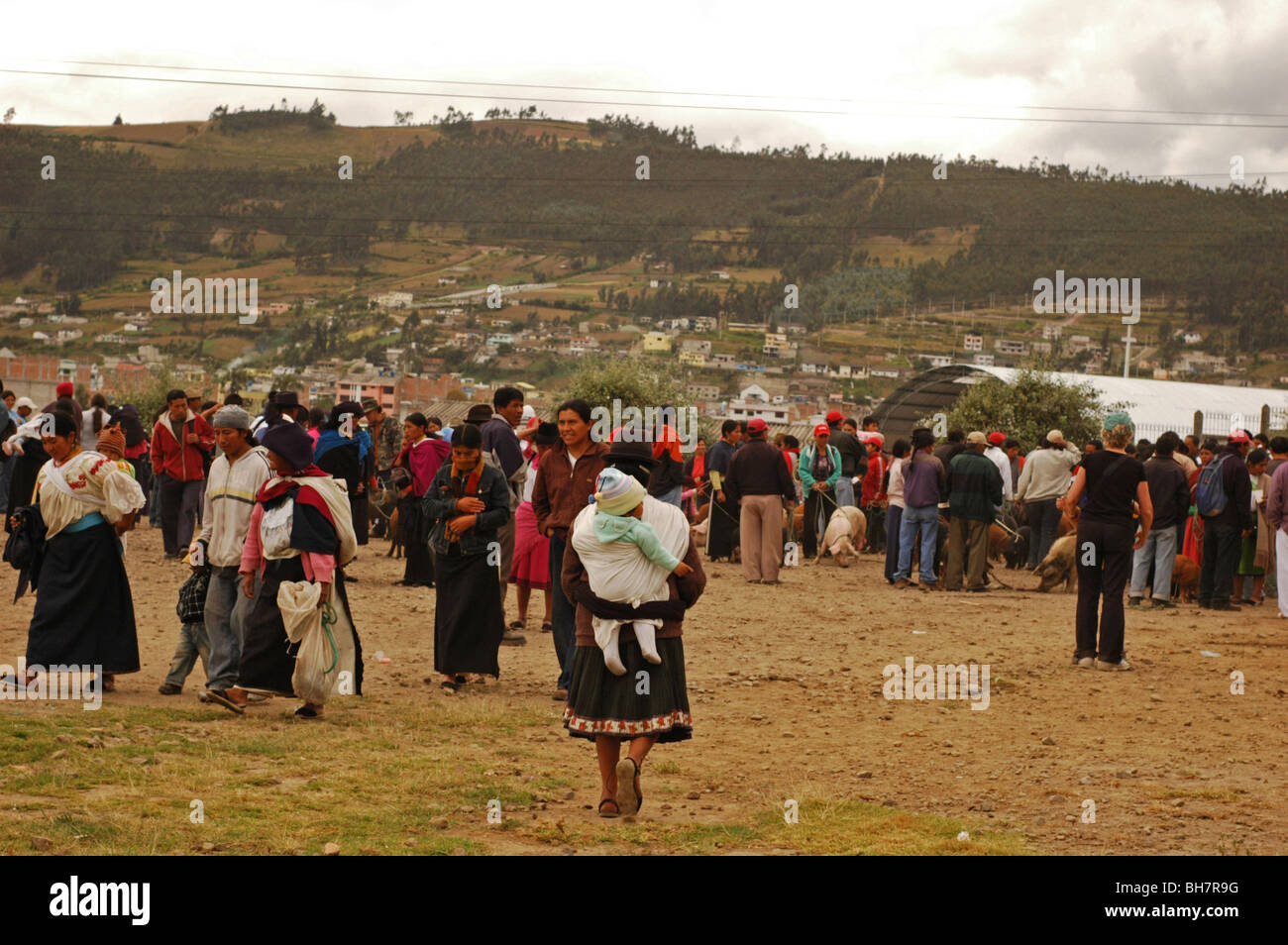 Ecuador, Otavalo, crowded market with mountain range in the background against clear sky - Stock Image